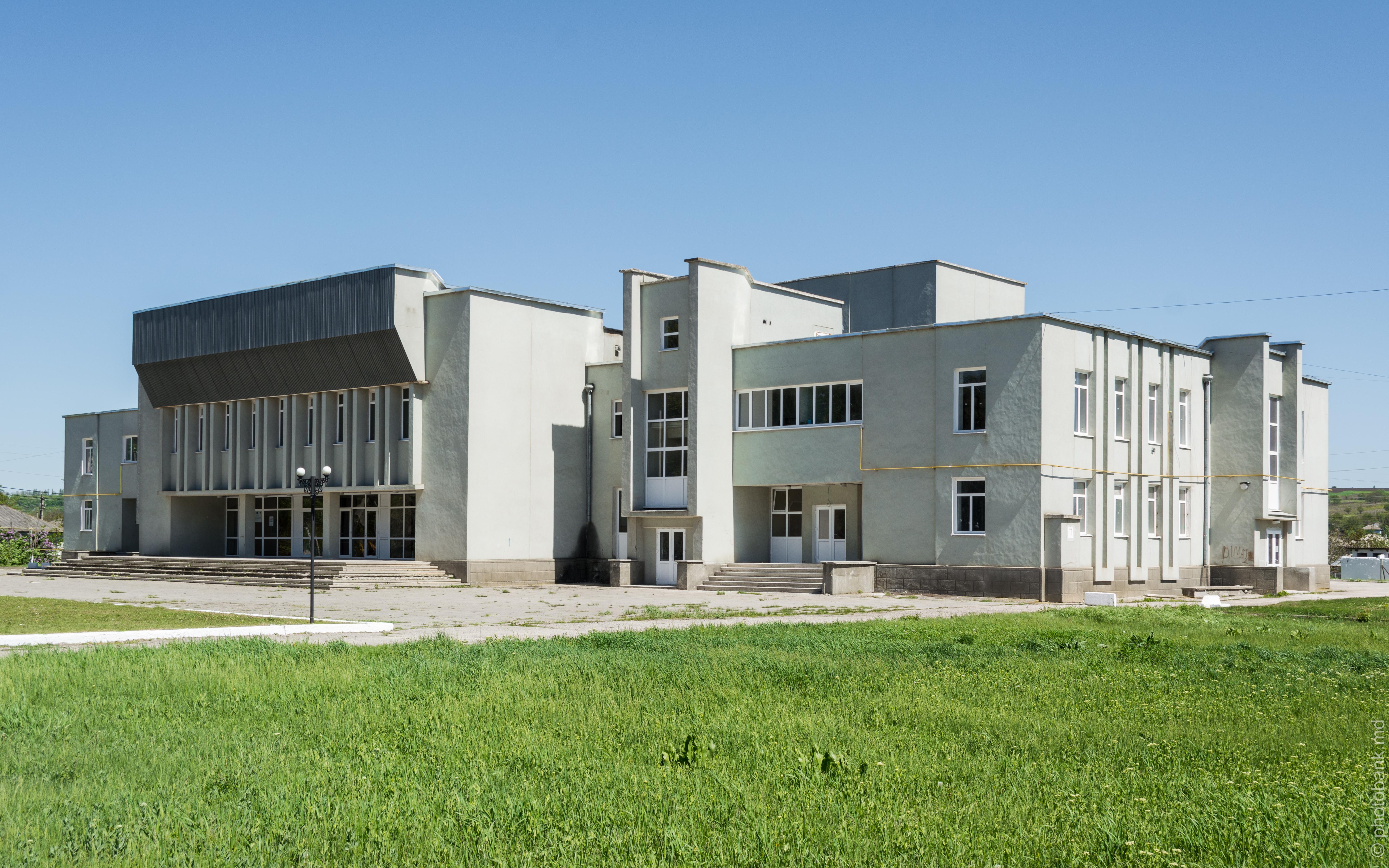Дом культуры в Корлатенах (Рышканский район) / casa de cultura corlateni (raionul riscani) photo