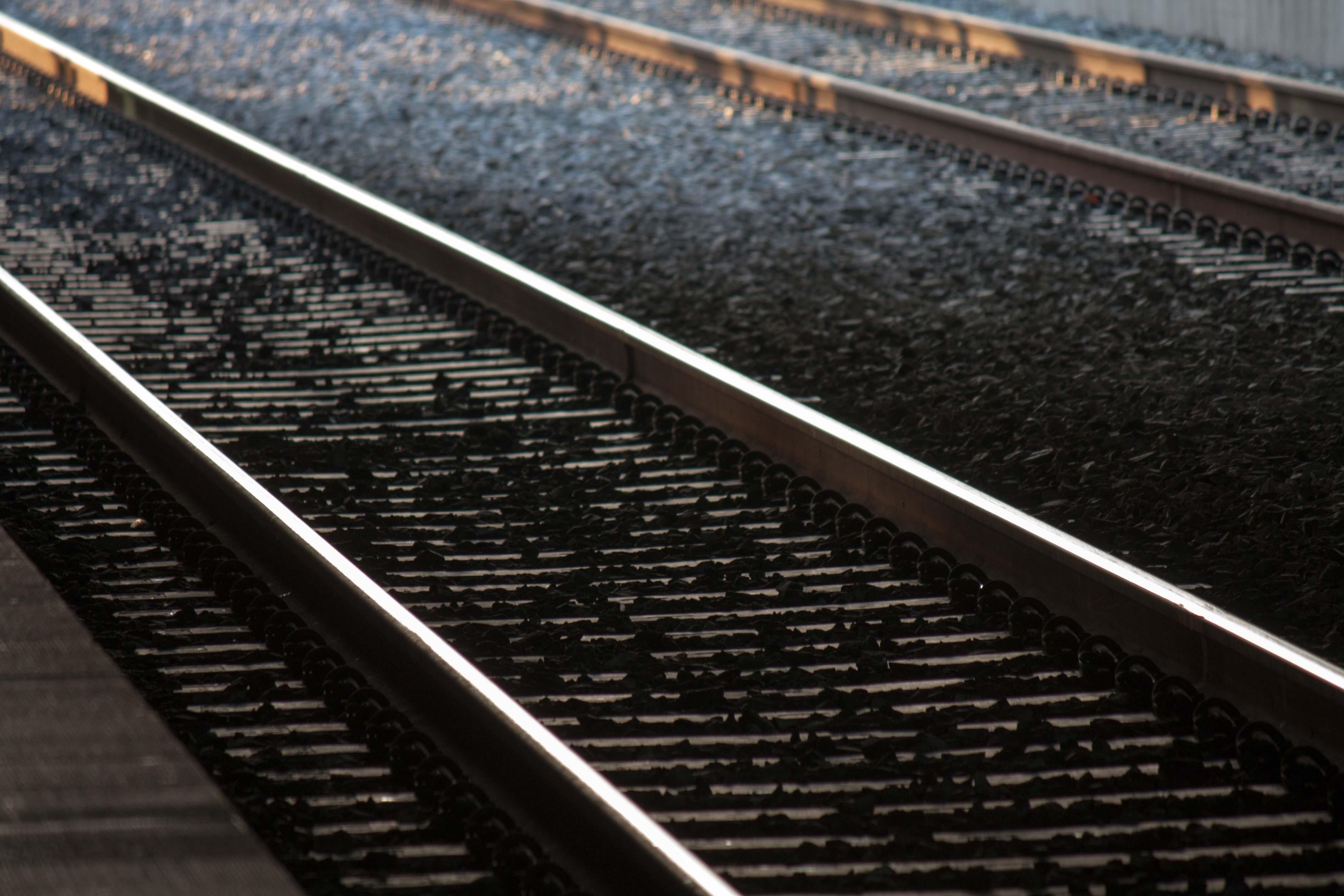 어두운 철길 railroad railway photo