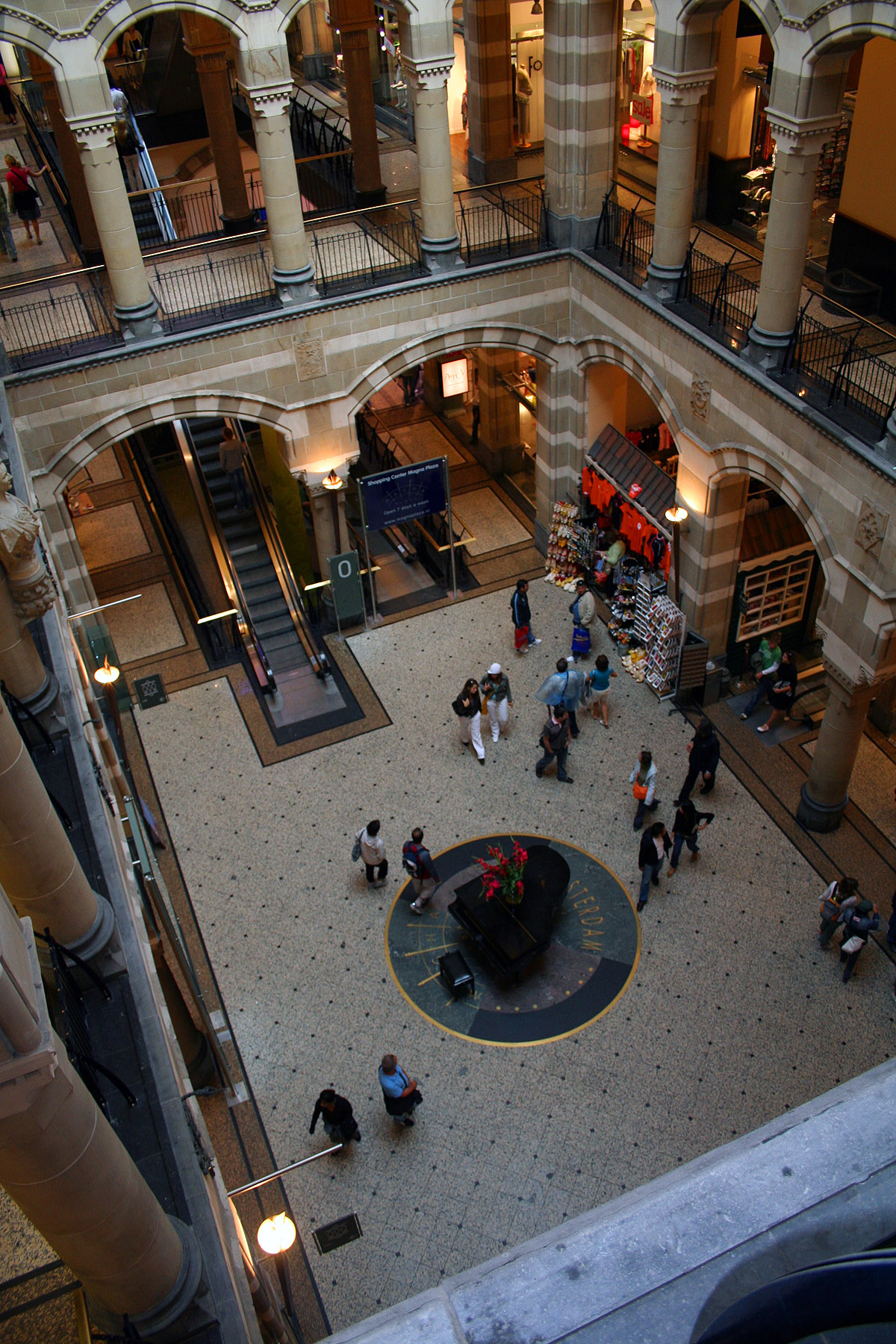 57032, Shopping, Walking, Wide, Wideangle, HQ Photo