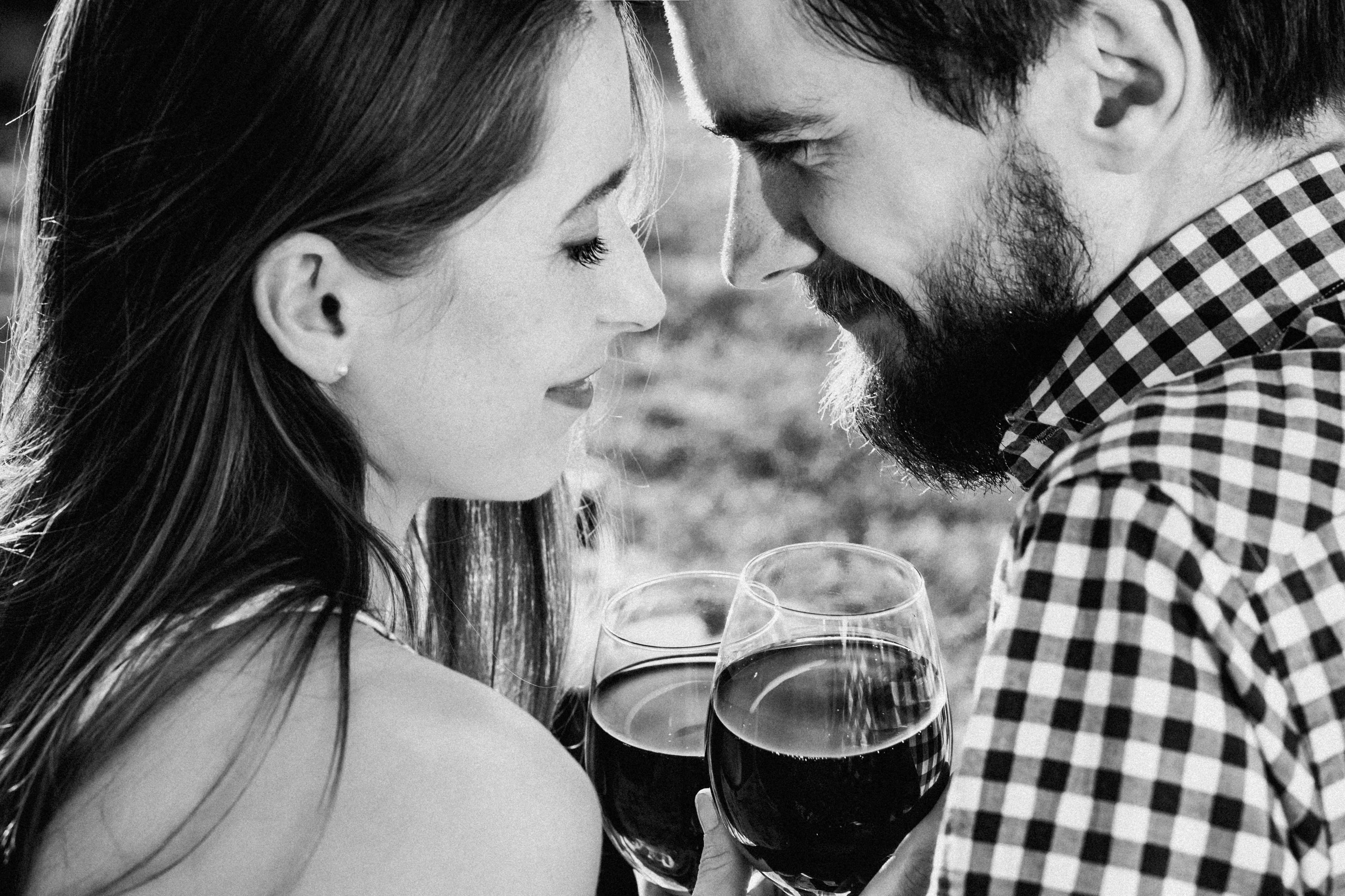 A couple drinking wine, Affection, Sunlight, People, Picnic, HQ Photo