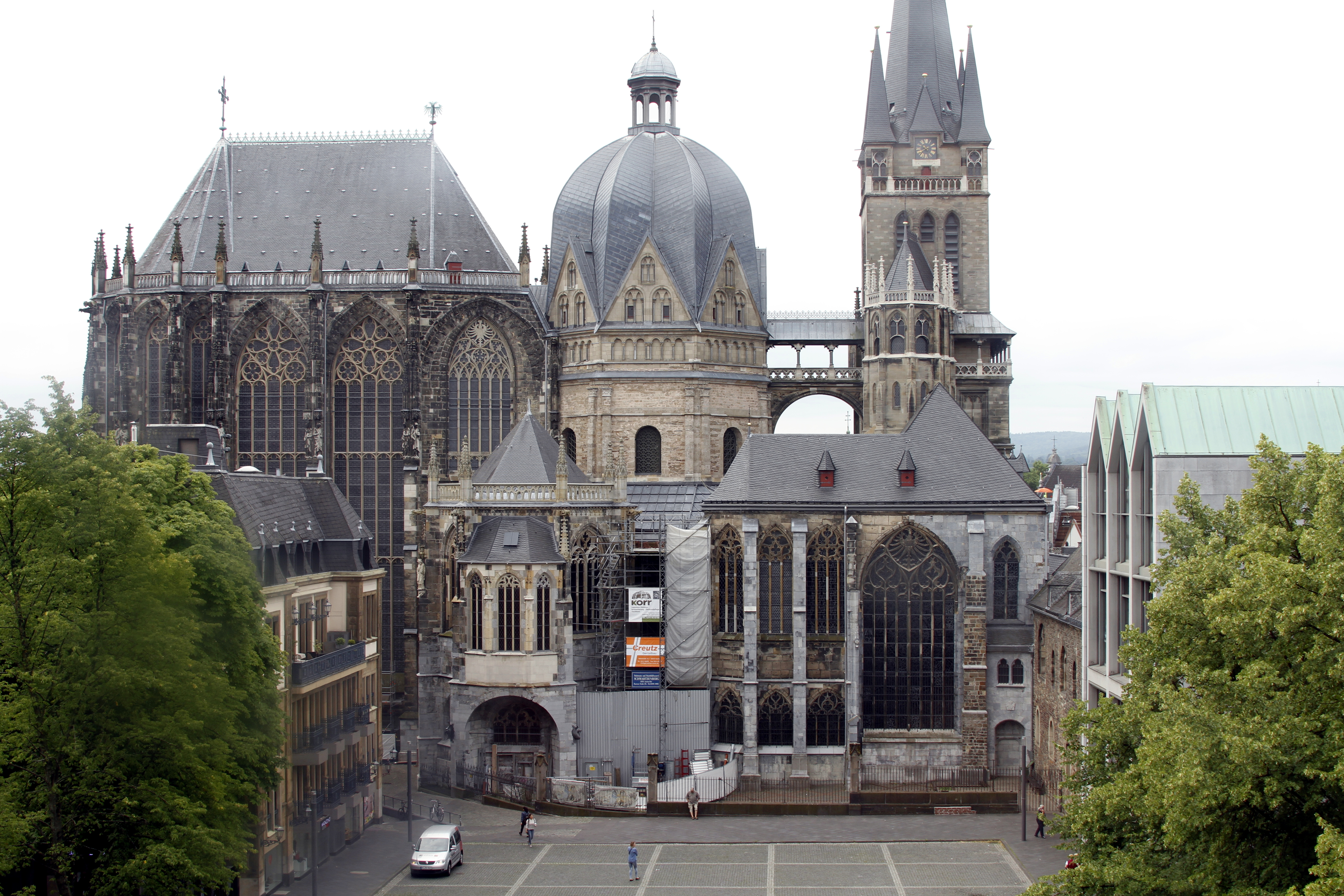 File:Aachen Cathedral seen from the Rathaus - Aachen - Germany 2017 ...