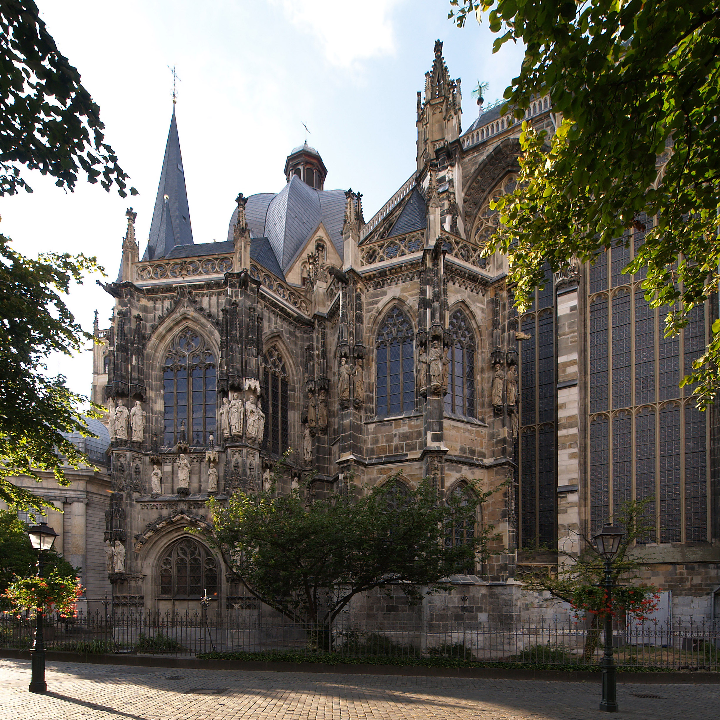 File:Aachen cathedral south side.jpg - Wikimedia Commons