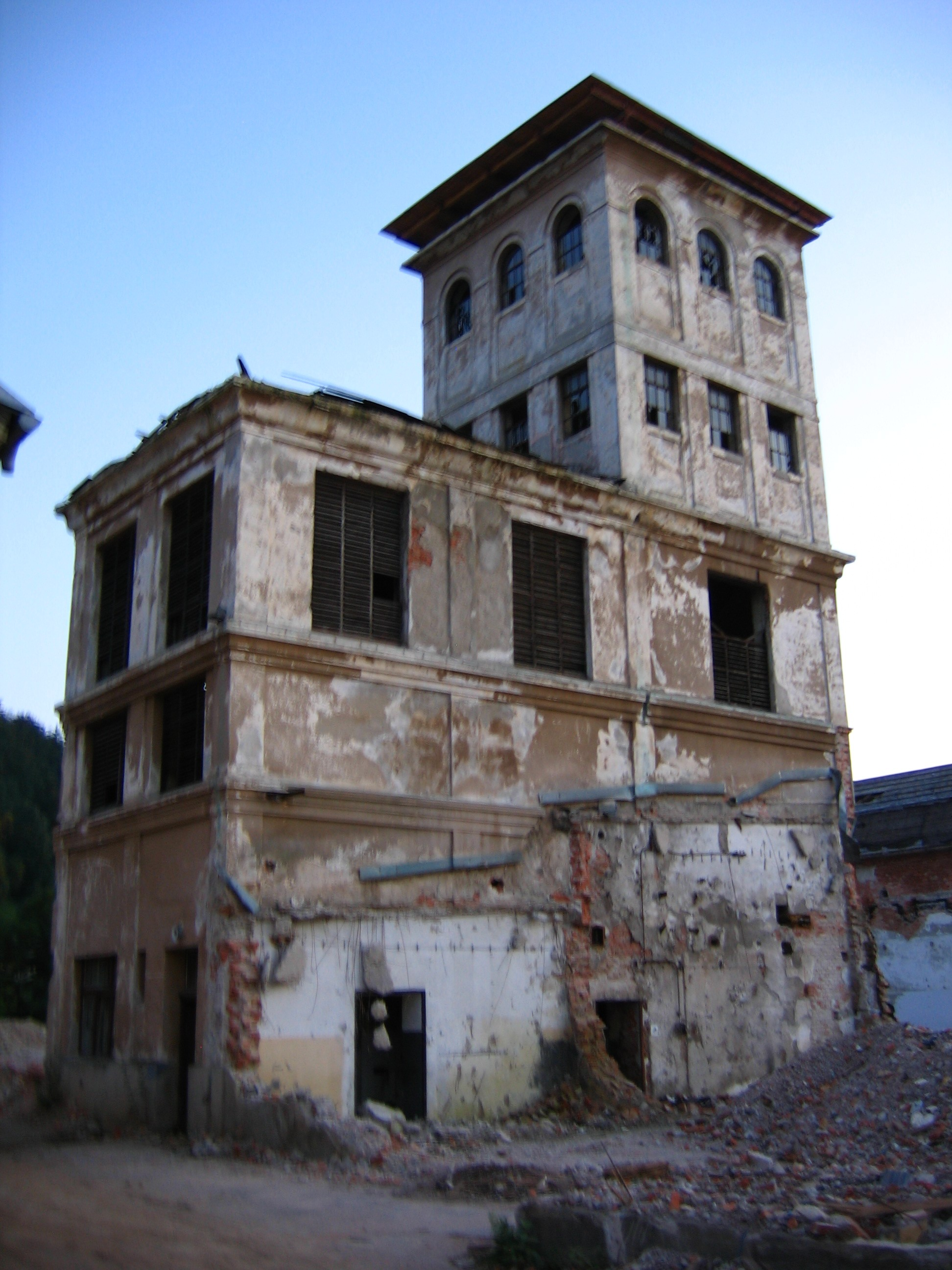 Image - Abandoned building the little hobo boy.jpg | Creepypasta ...
