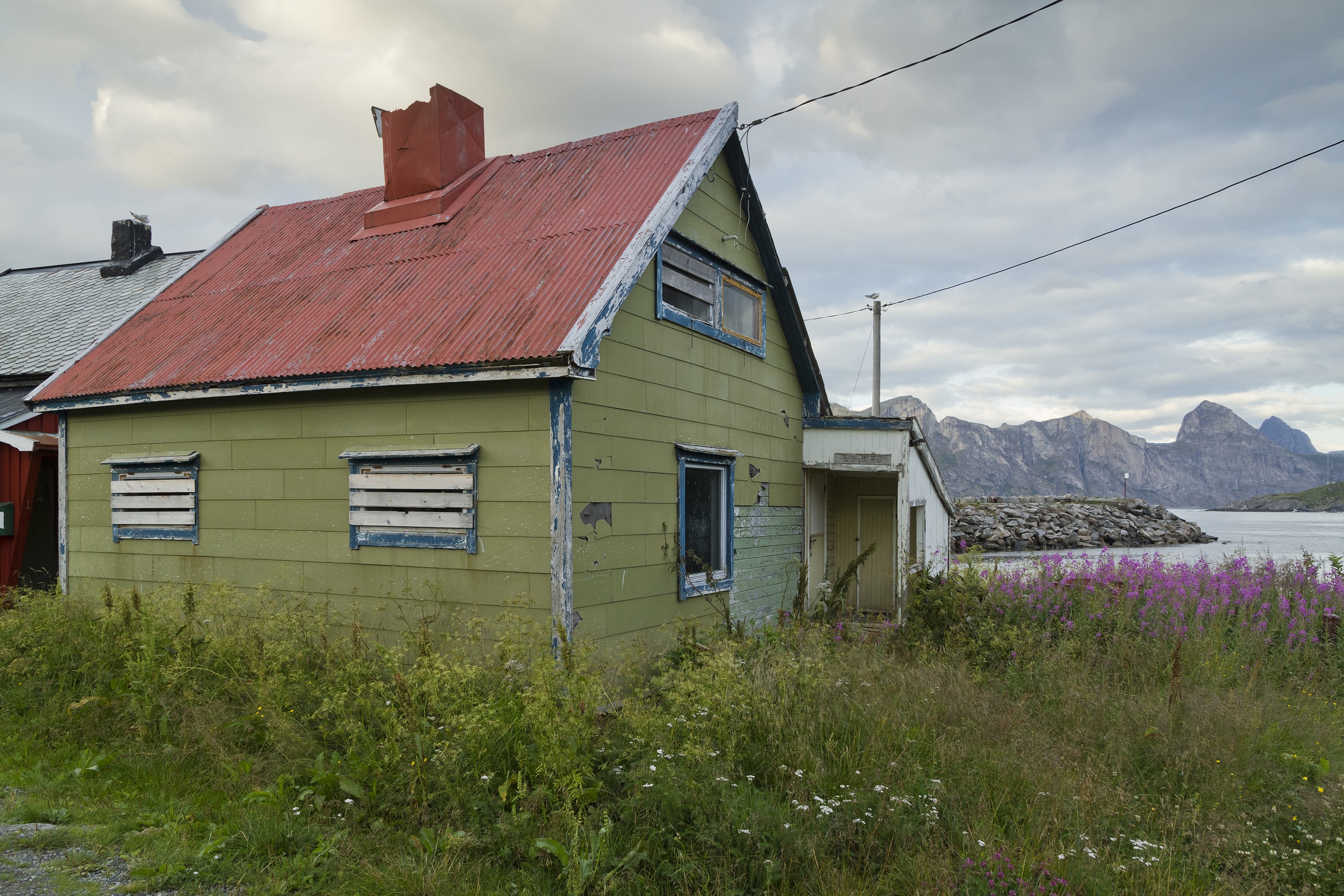 File:An abandoned house in Mefjordvær, Senja, Troms, Norway, 2014 ...