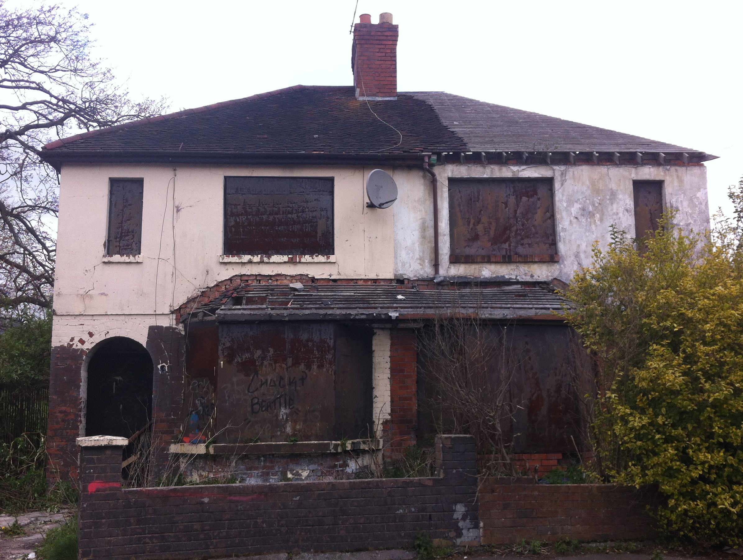 File:Abandoned house, Belfast - panoramio.jpg - Wikimedia Commons