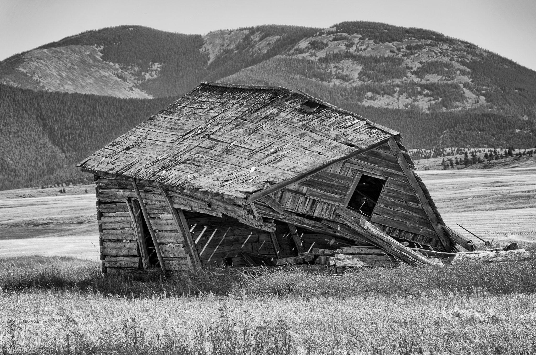 Abandoned sad house photo