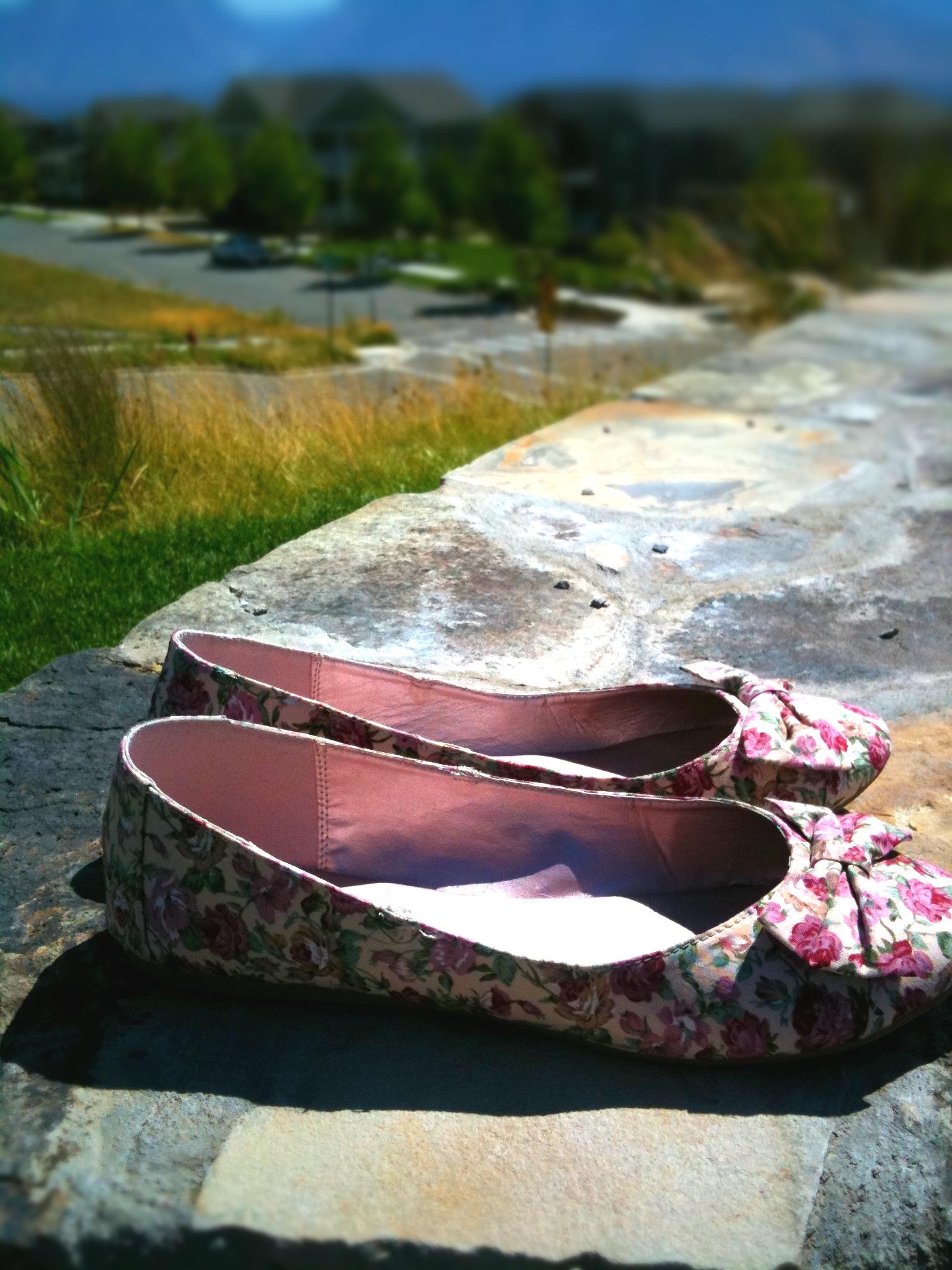 Pick Me! » Daybreak: The Abandoned Shoe Phenomena
