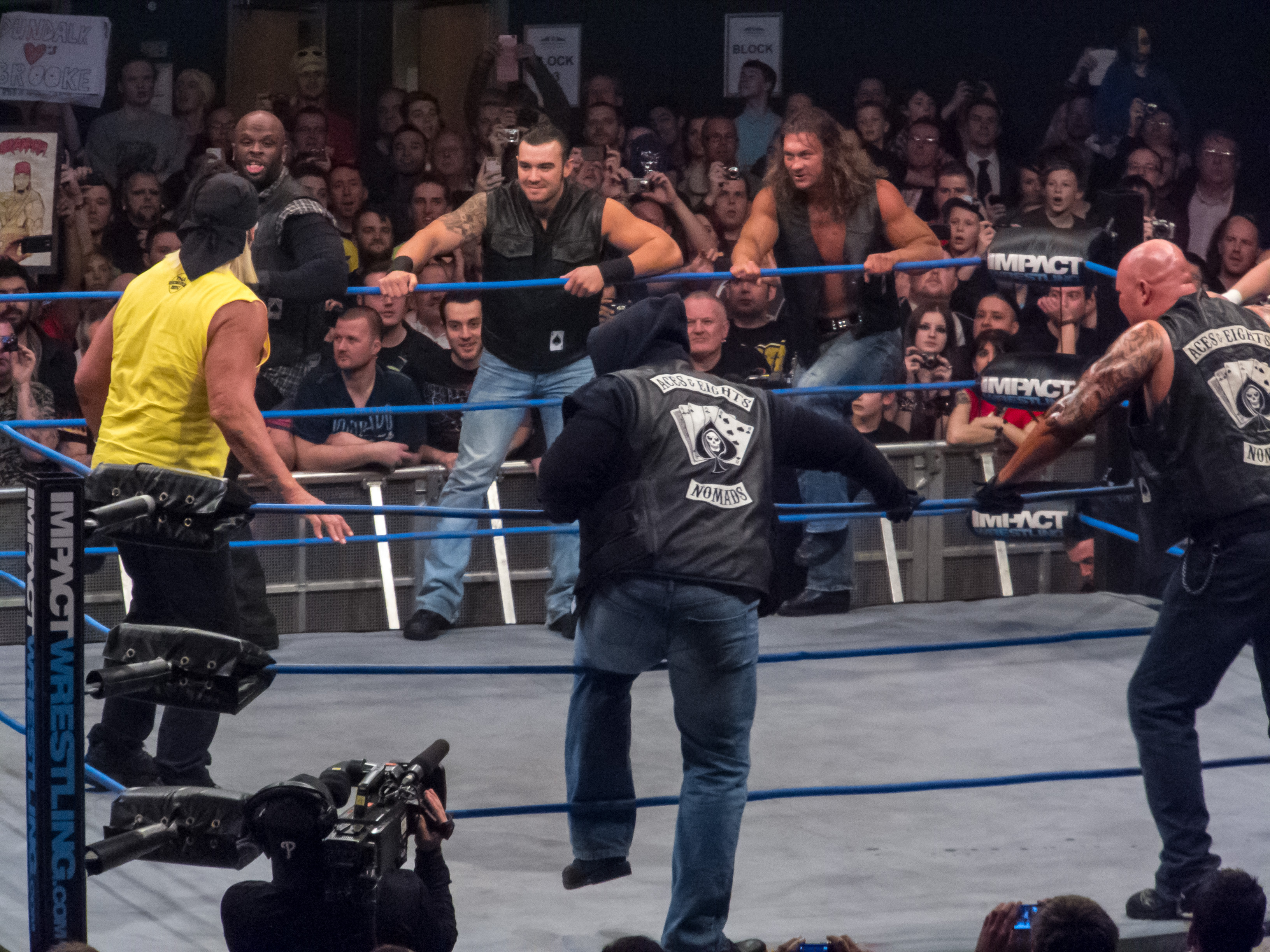 File:Aces & Eights prepare to attack Hulk Hogan.jpg - Wikimedia Commons