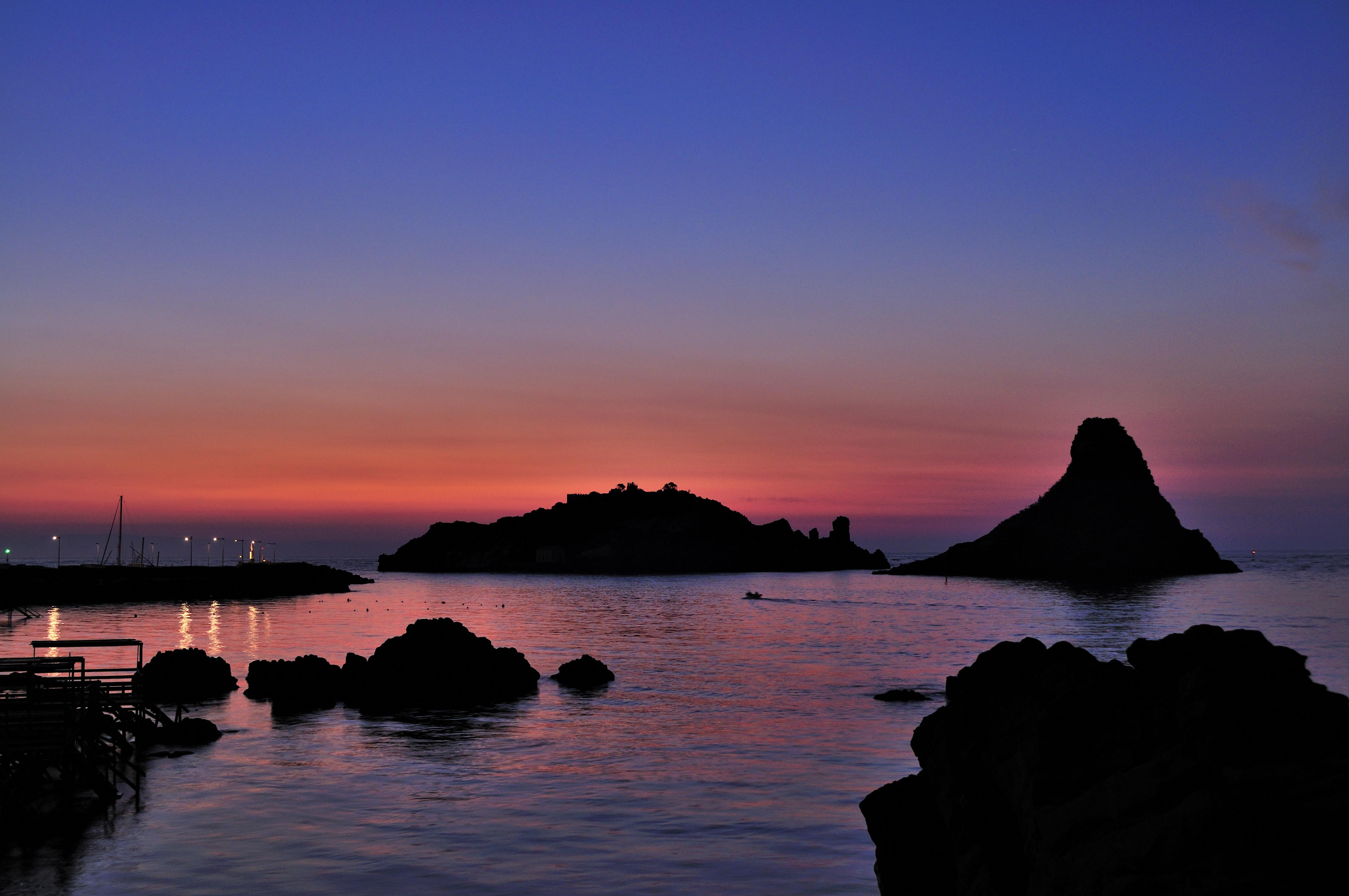 Aci trezza faraglioni sea dawn sunset sicilia italy italia - creative commons by gnuckx photo