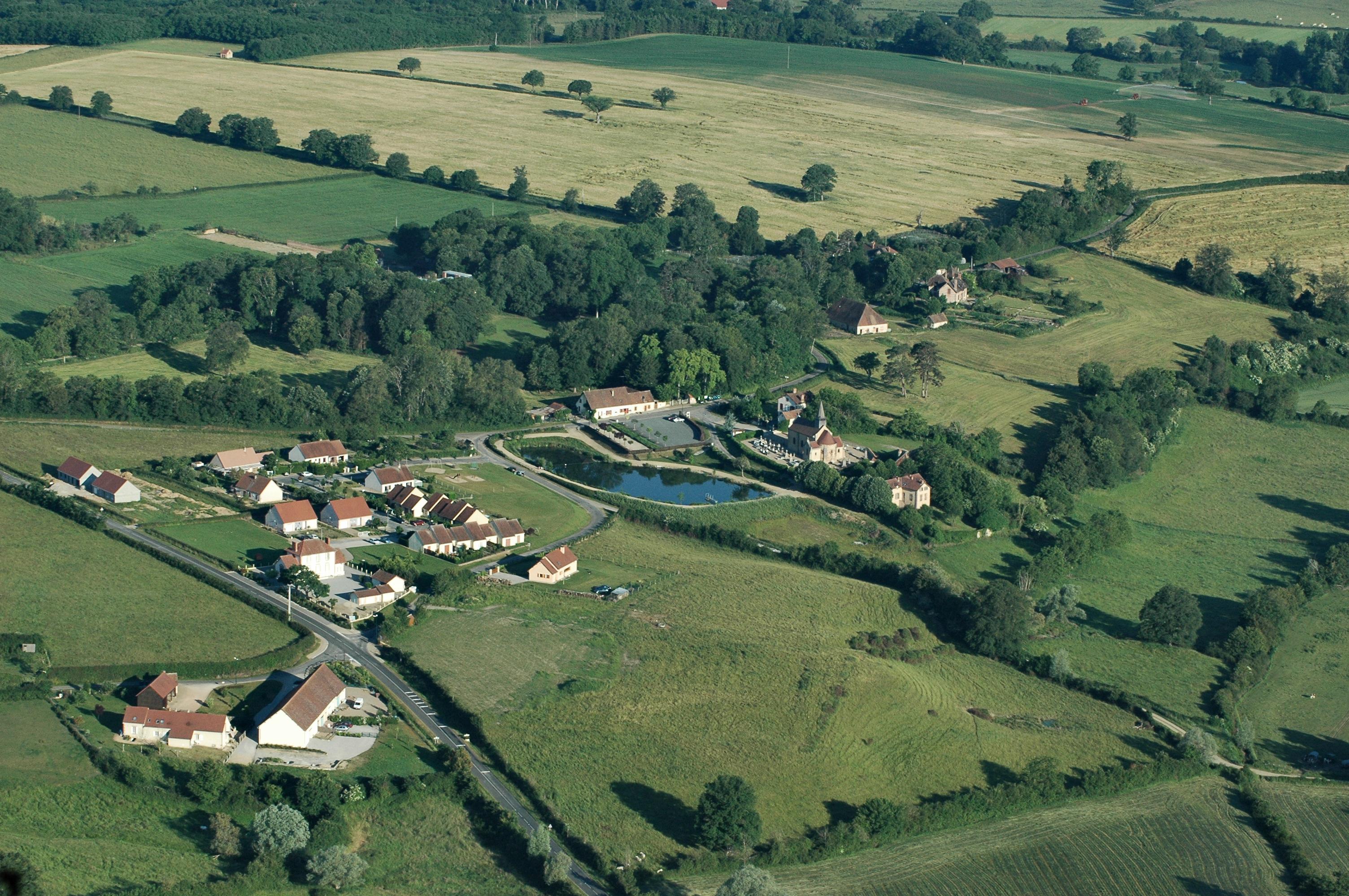 File:Aerial view Aubigny Allier.jpg - Wikimedia Commons