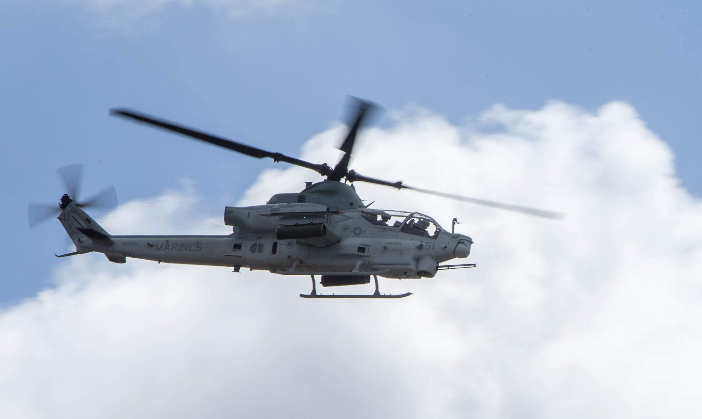 Ah-1z viper helicopter photo