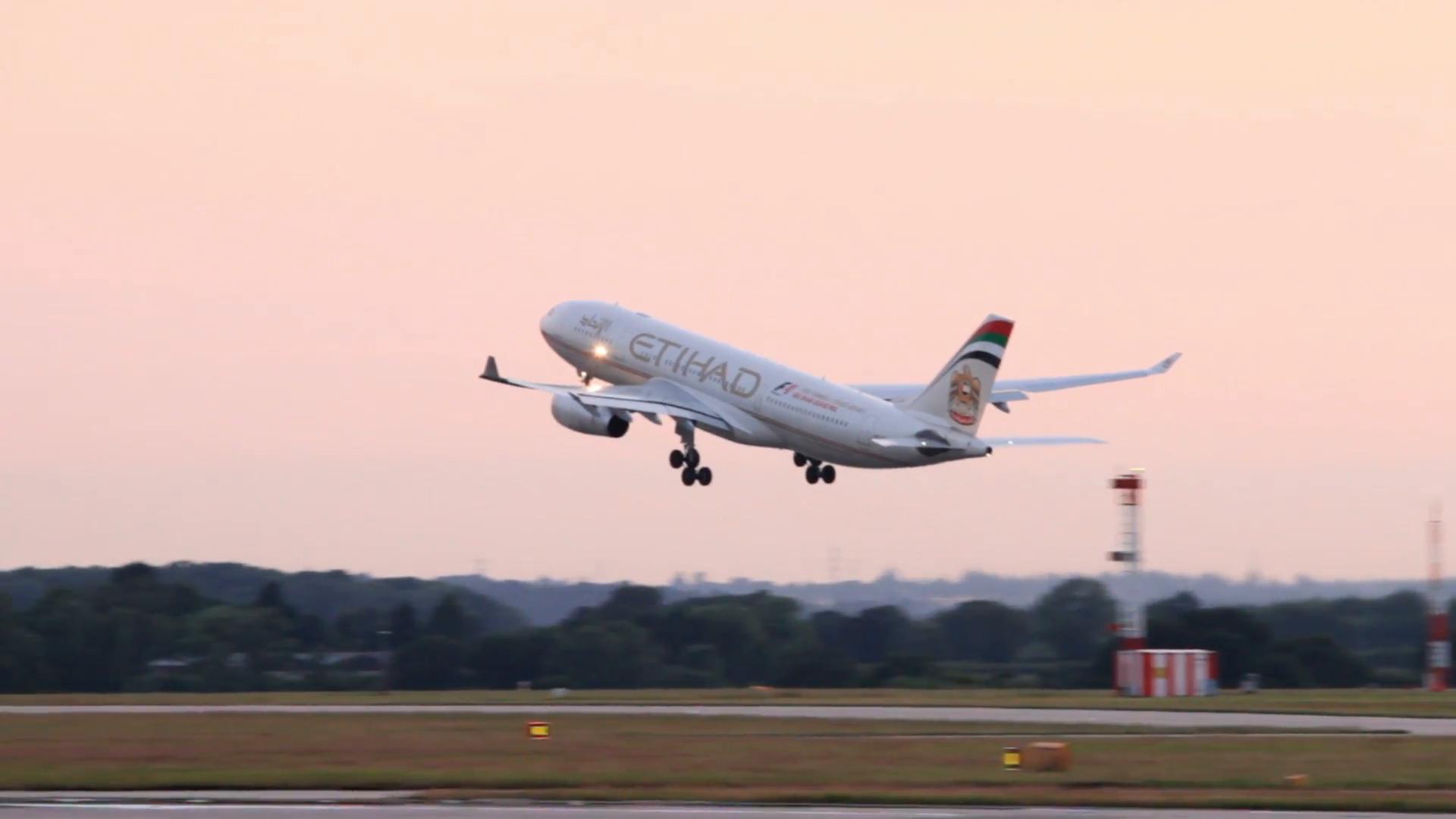 Airplane takingoff photo