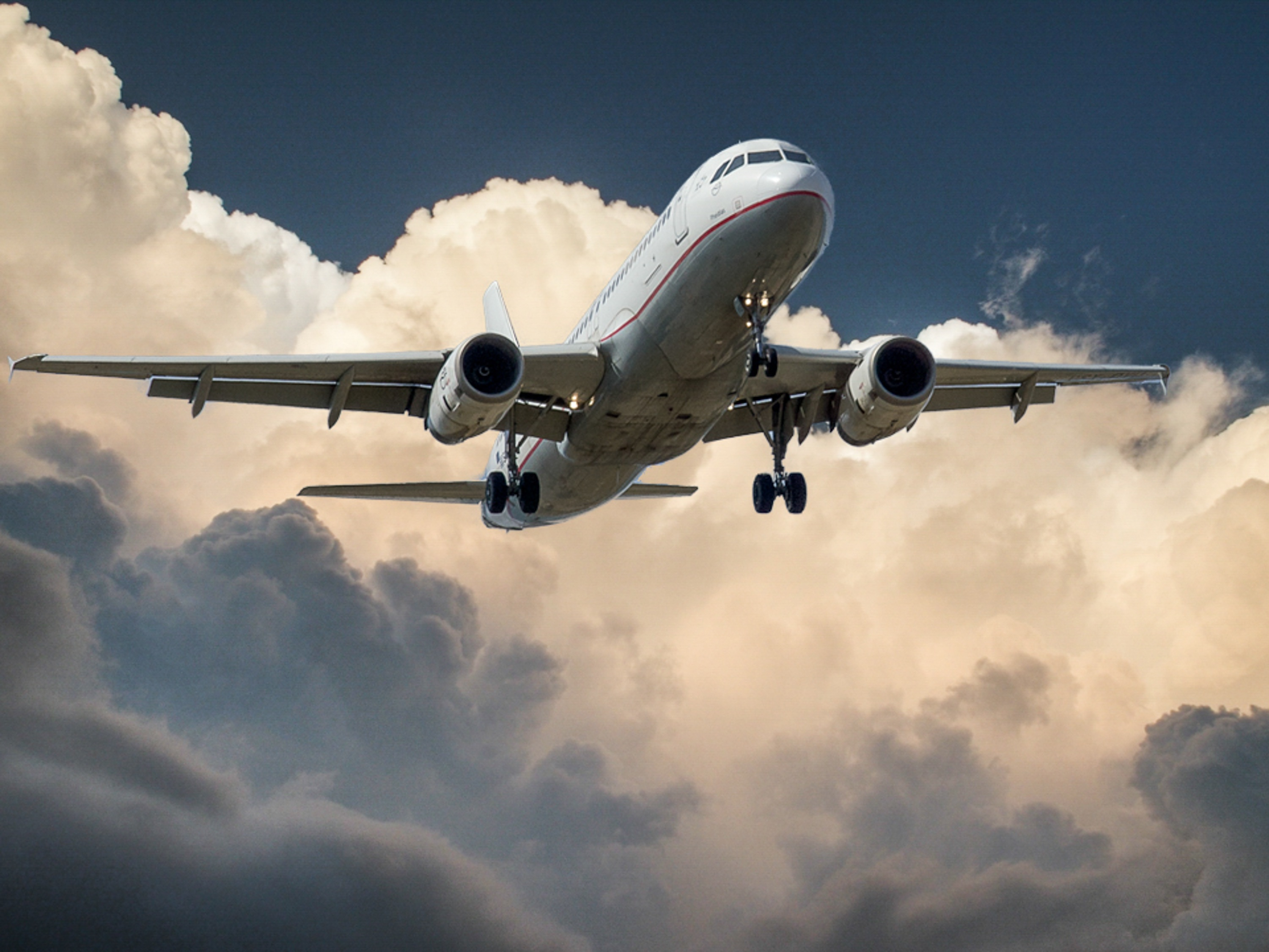 4 Ways to Reduce Stress Before Getting on an Airplane
