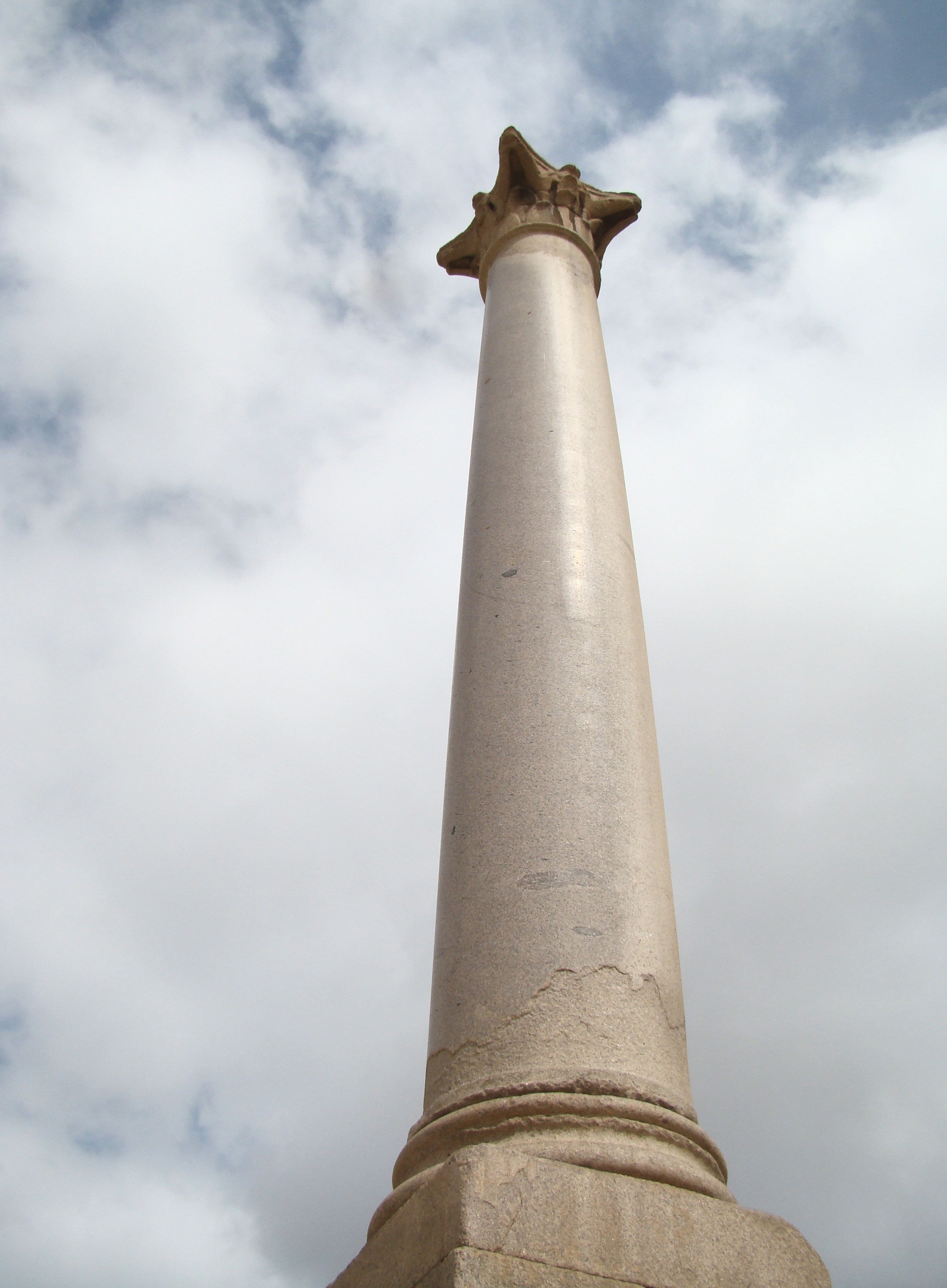 File:Diocletian's Column at the Serapeum of Alexandria.jpg ...