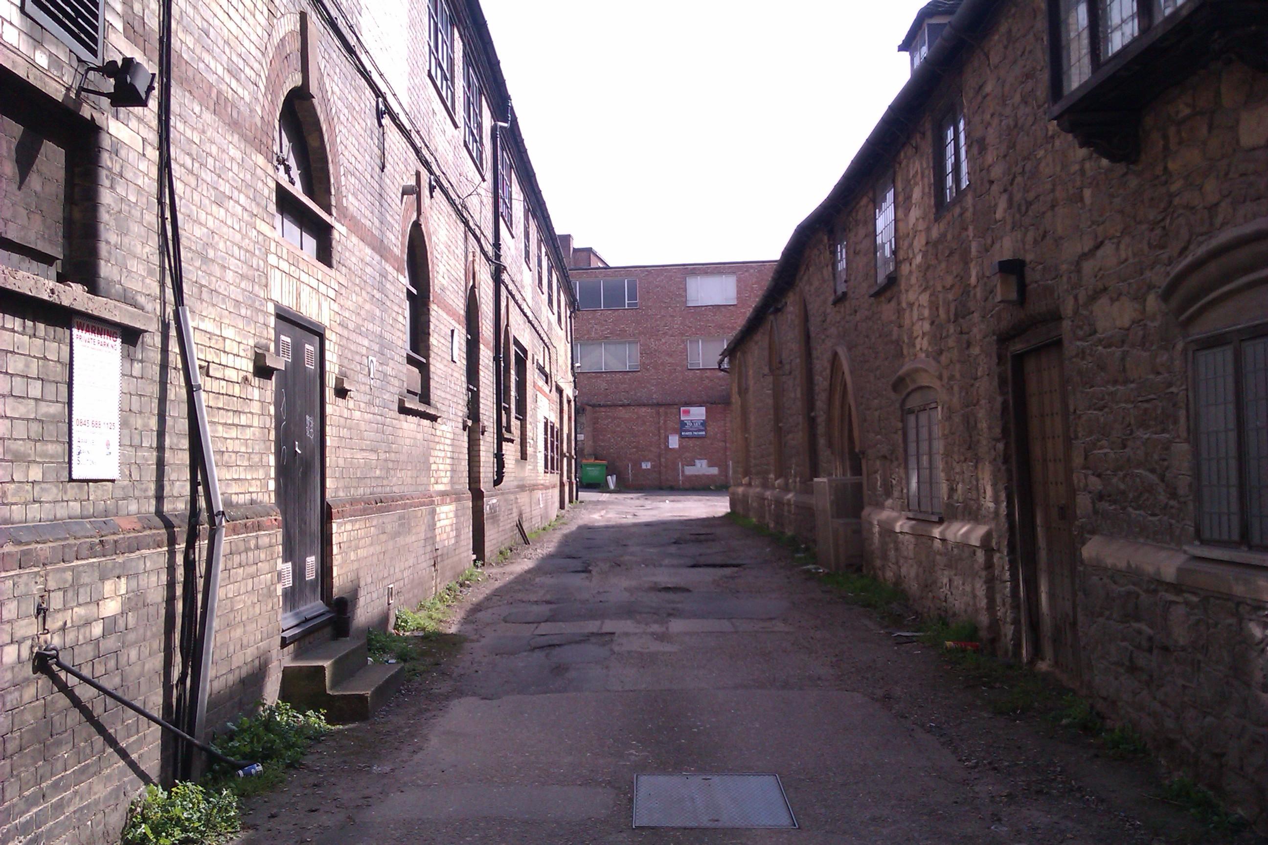 File:Alleyway off Earl Street, Maidstone (geograph 3401038).jpg ...