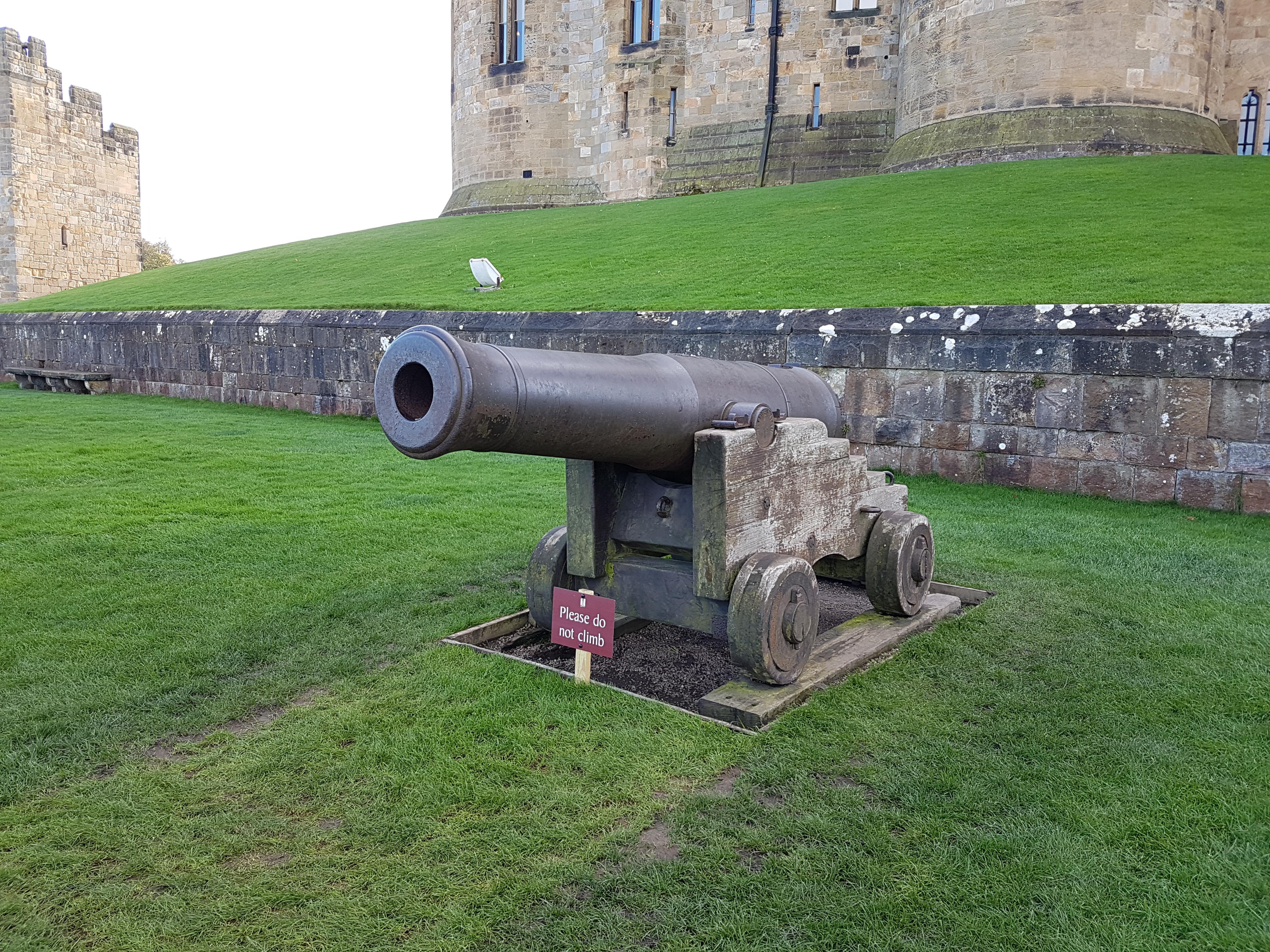 Alnwick castle cannon photo