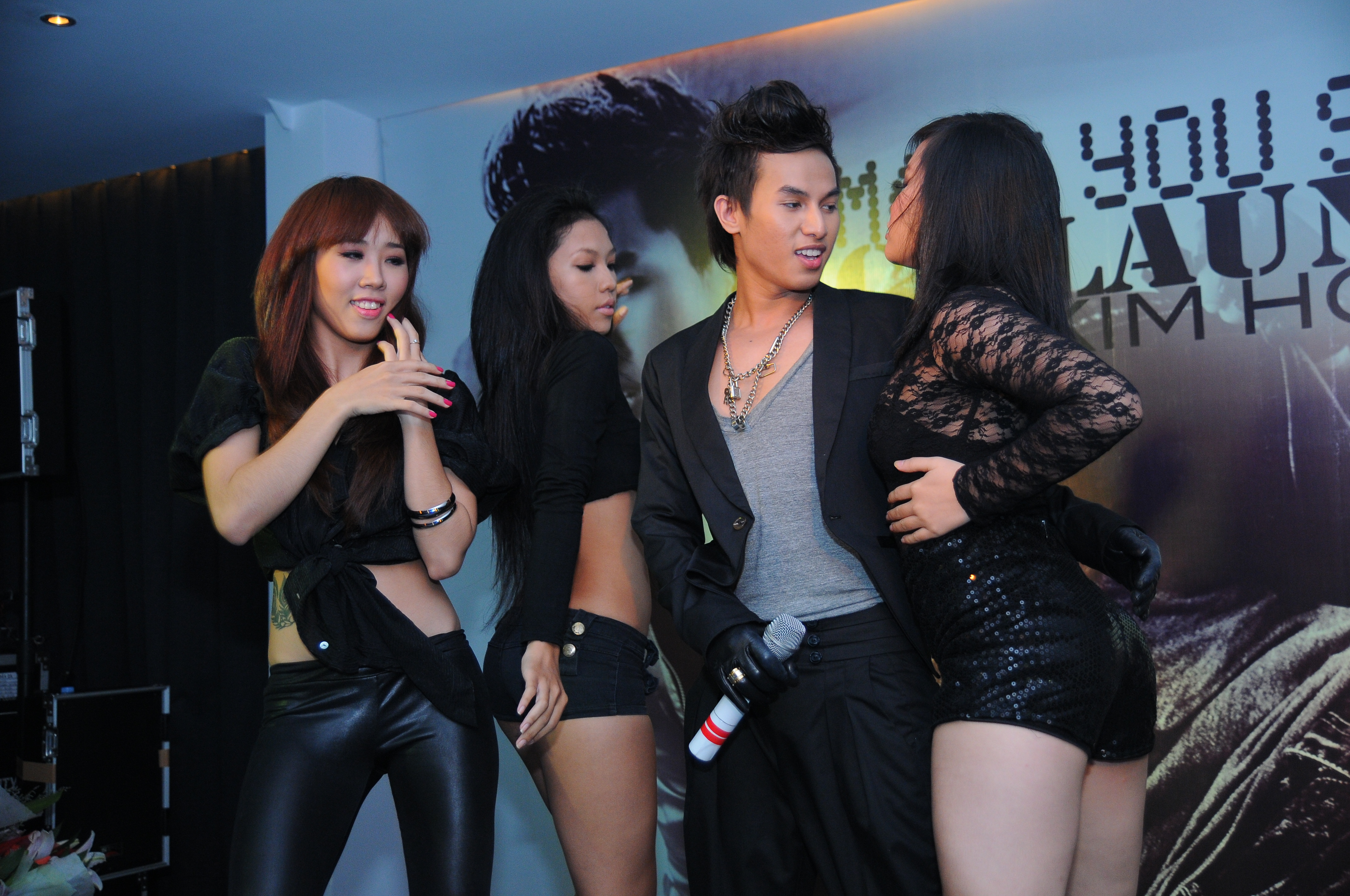 alx kim hoang album release party (17) | Viet Channel