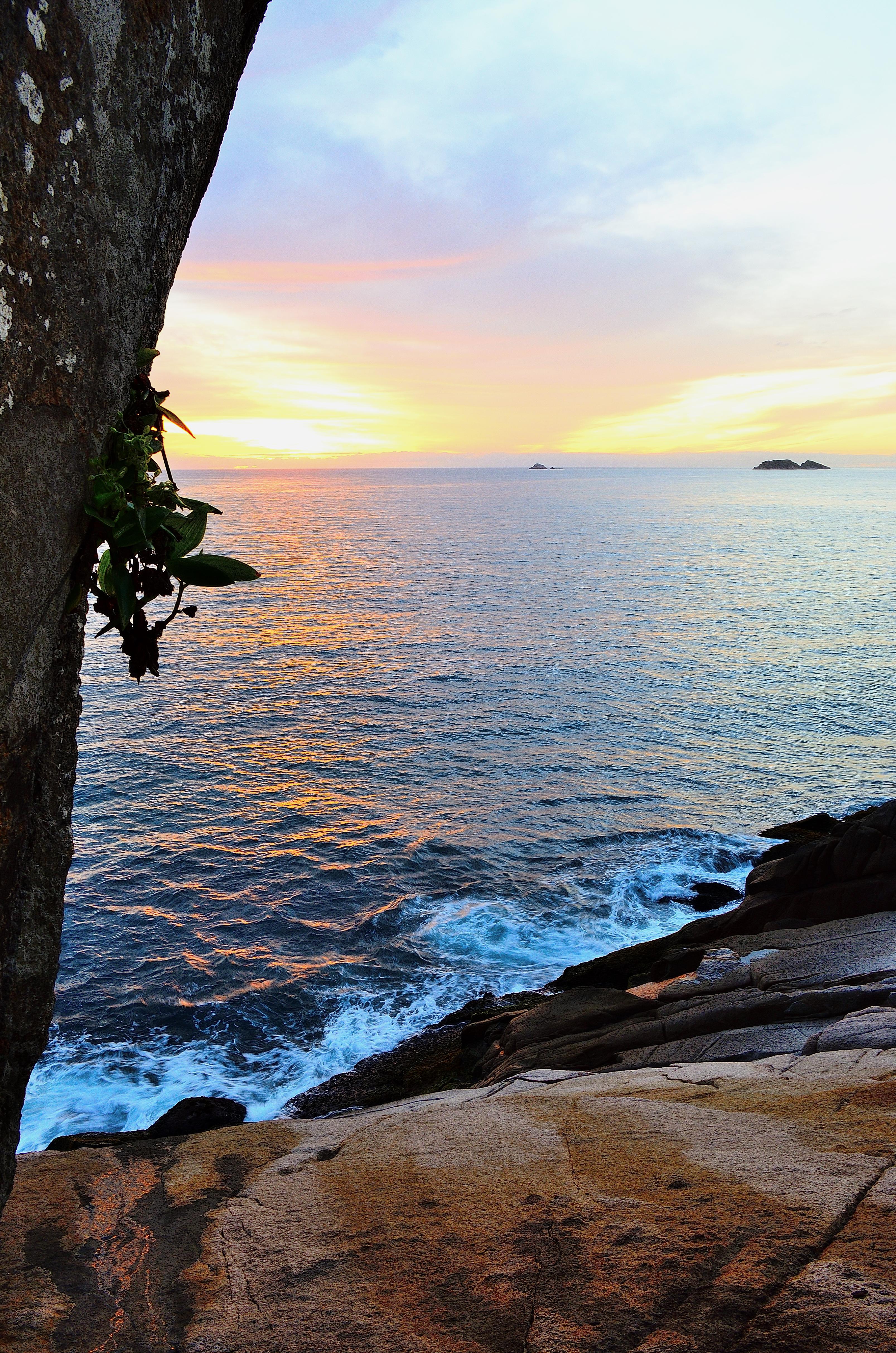 Amaneceres bravos on the rocks photo