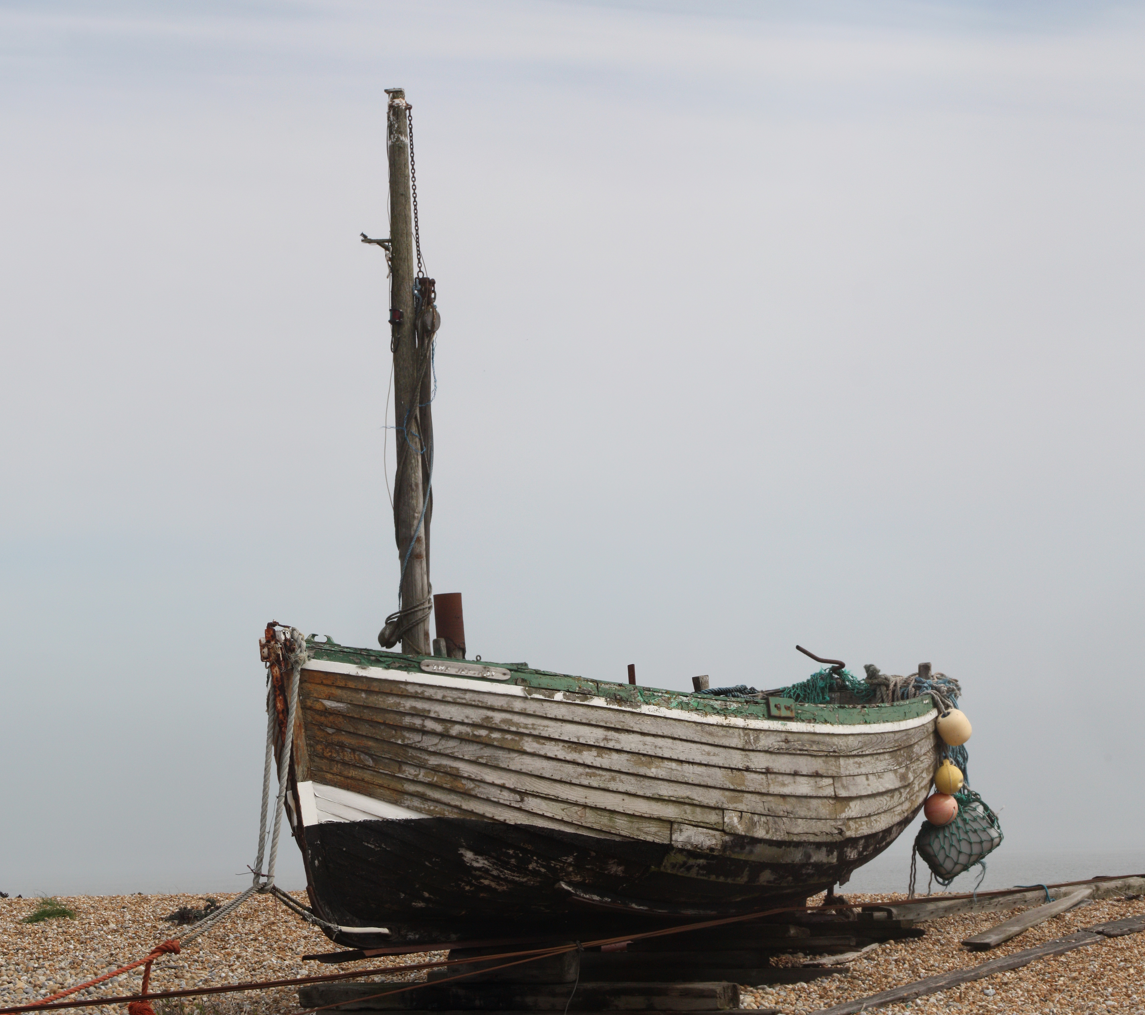 File:Old boat at Dungeness.jpg - Wikimedia Commons