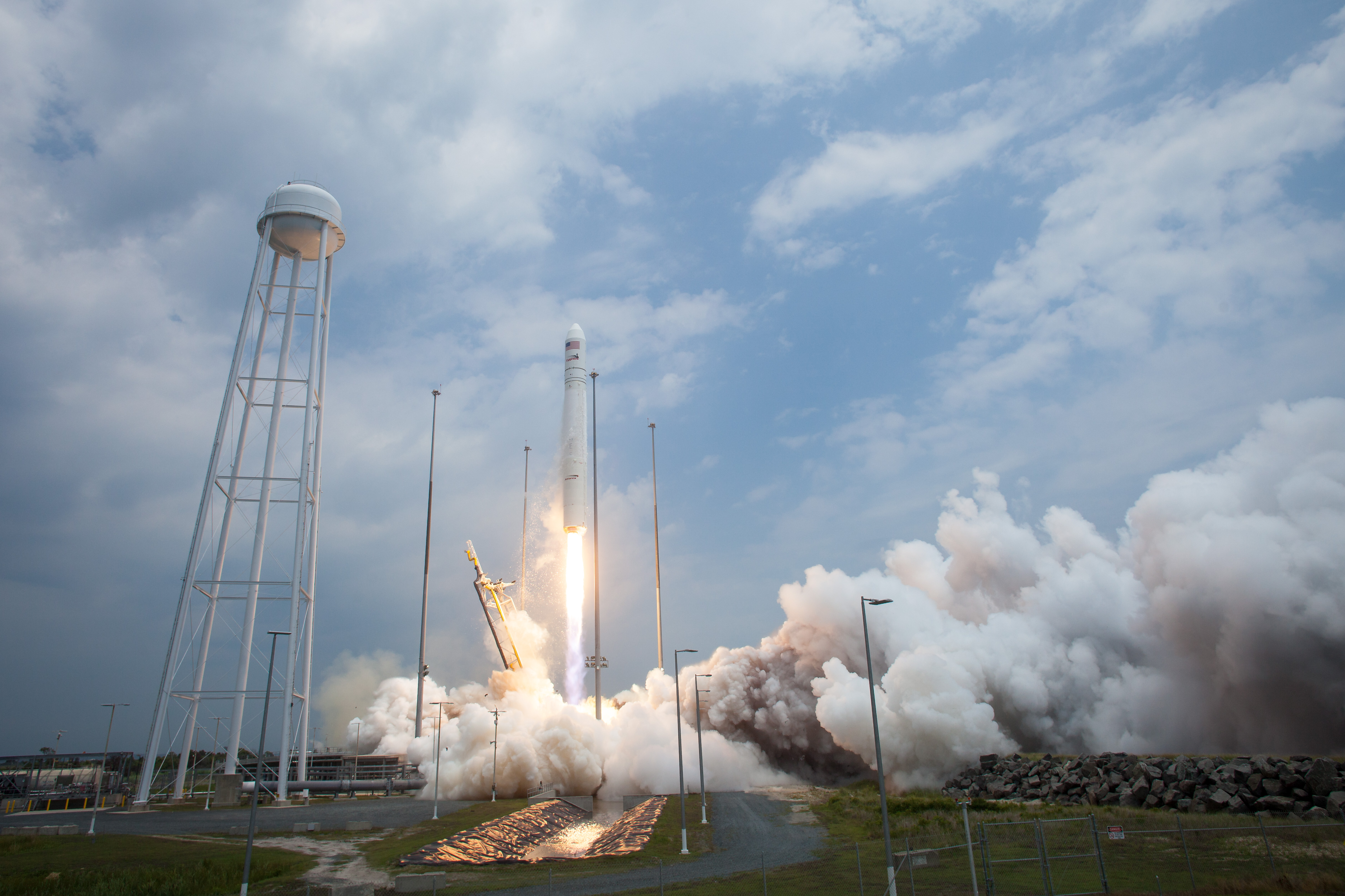 File:Antares Orb-2 launch from Wallops (201407130015HQ).jpg ...