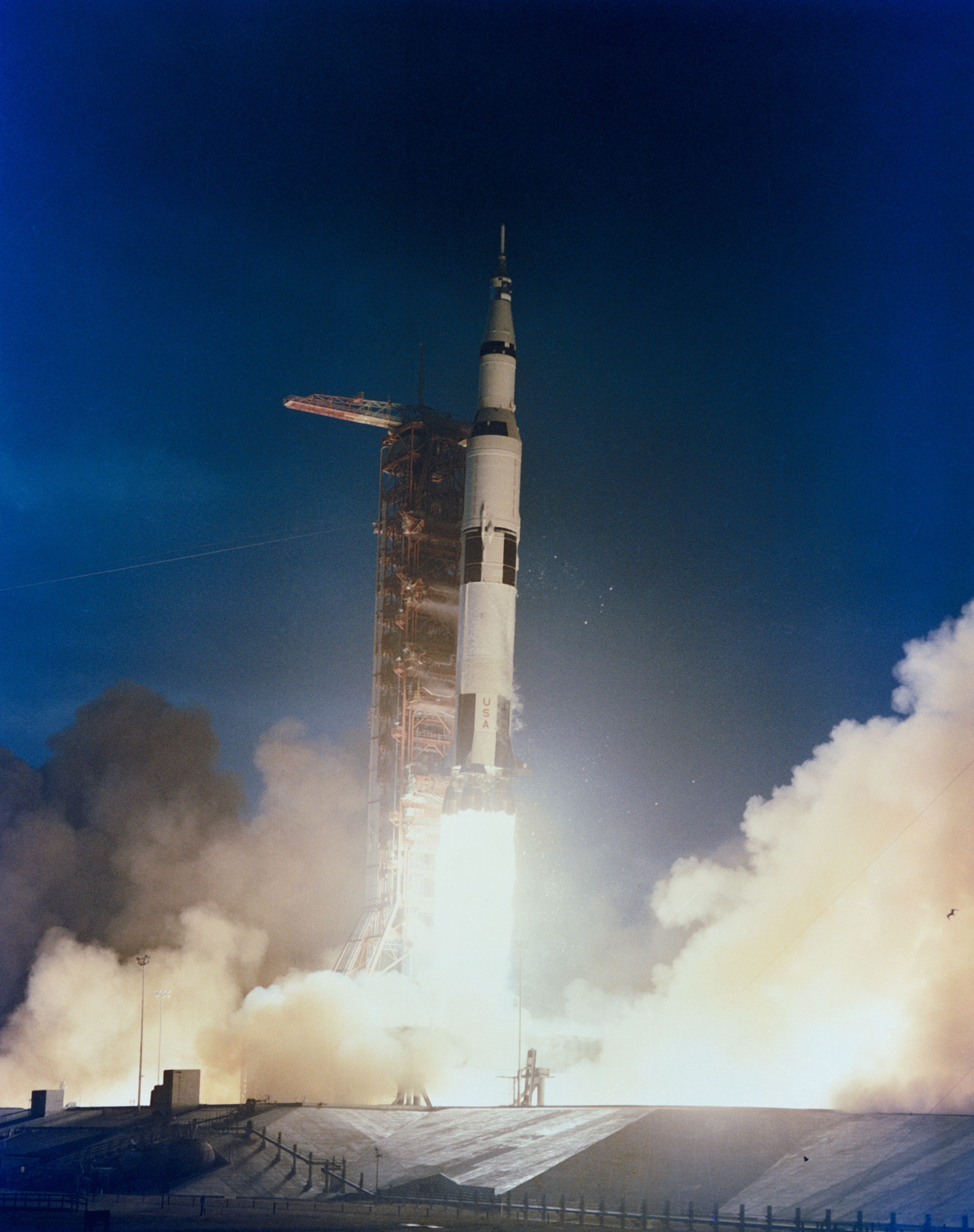 File:Apollo 14 space vehicle is launched from Pad A.jpg - Wikimedia ...