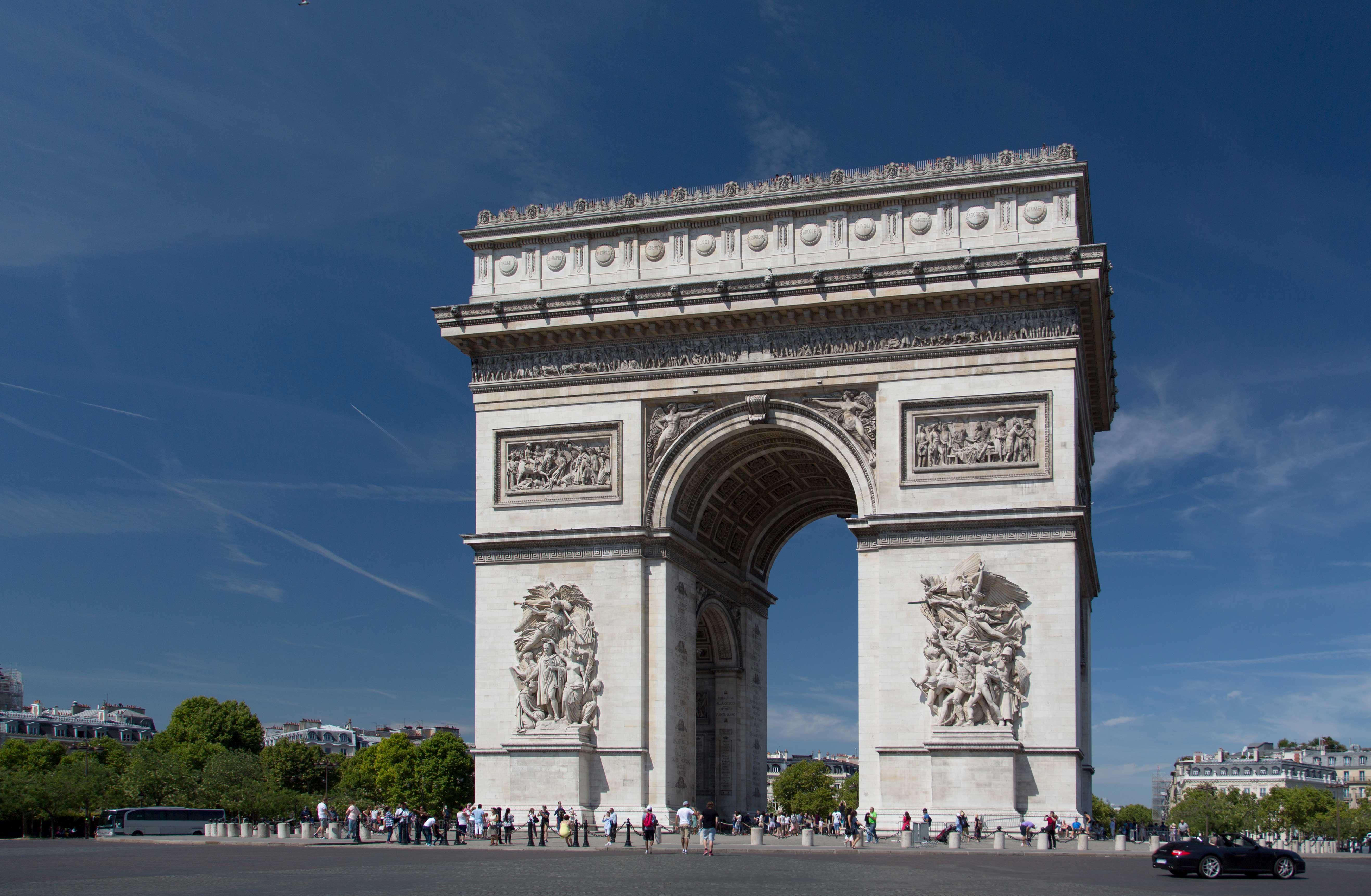 Arc de Triomphe, Paris | CruiseBe