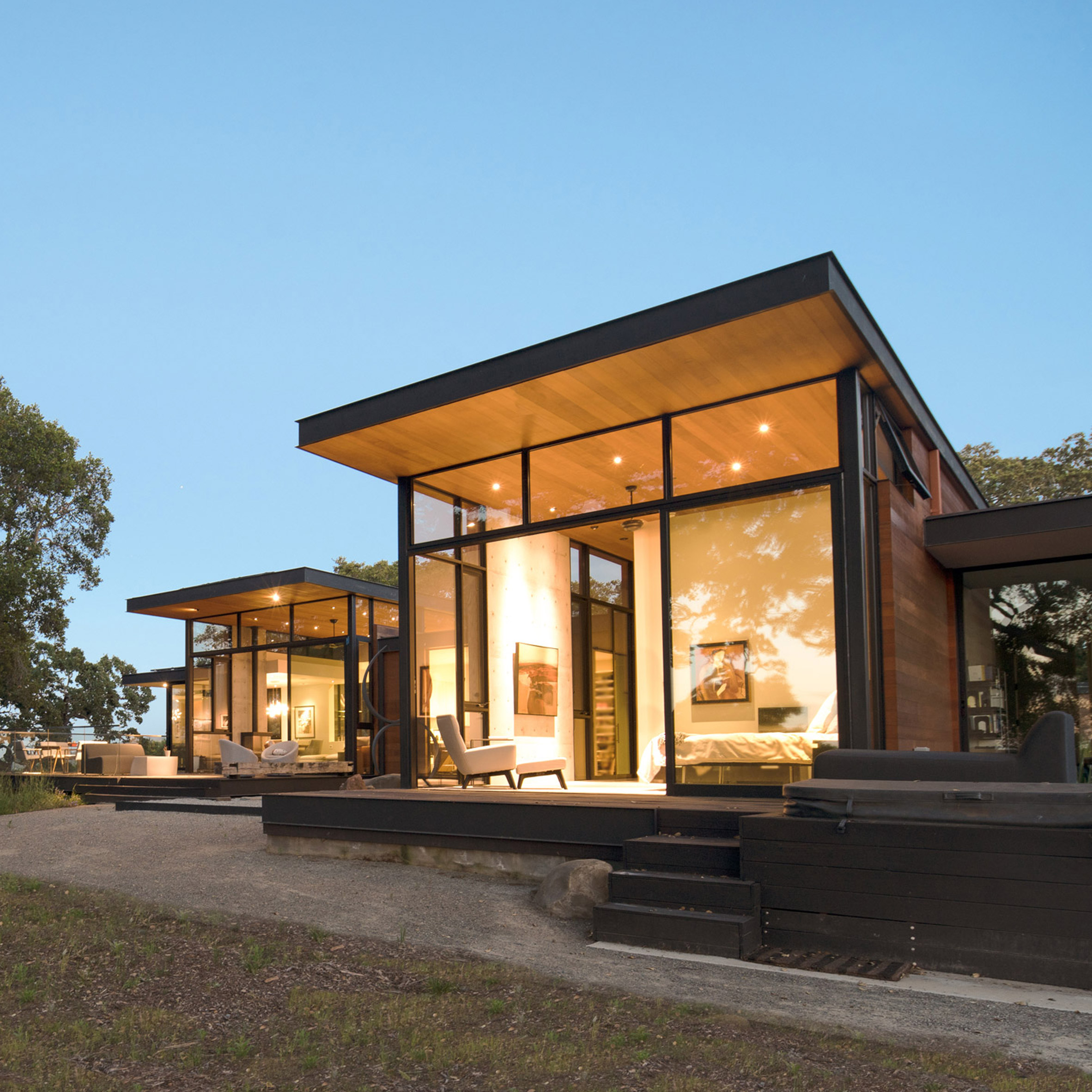 Oak trees inform design of northern California home by Field ...