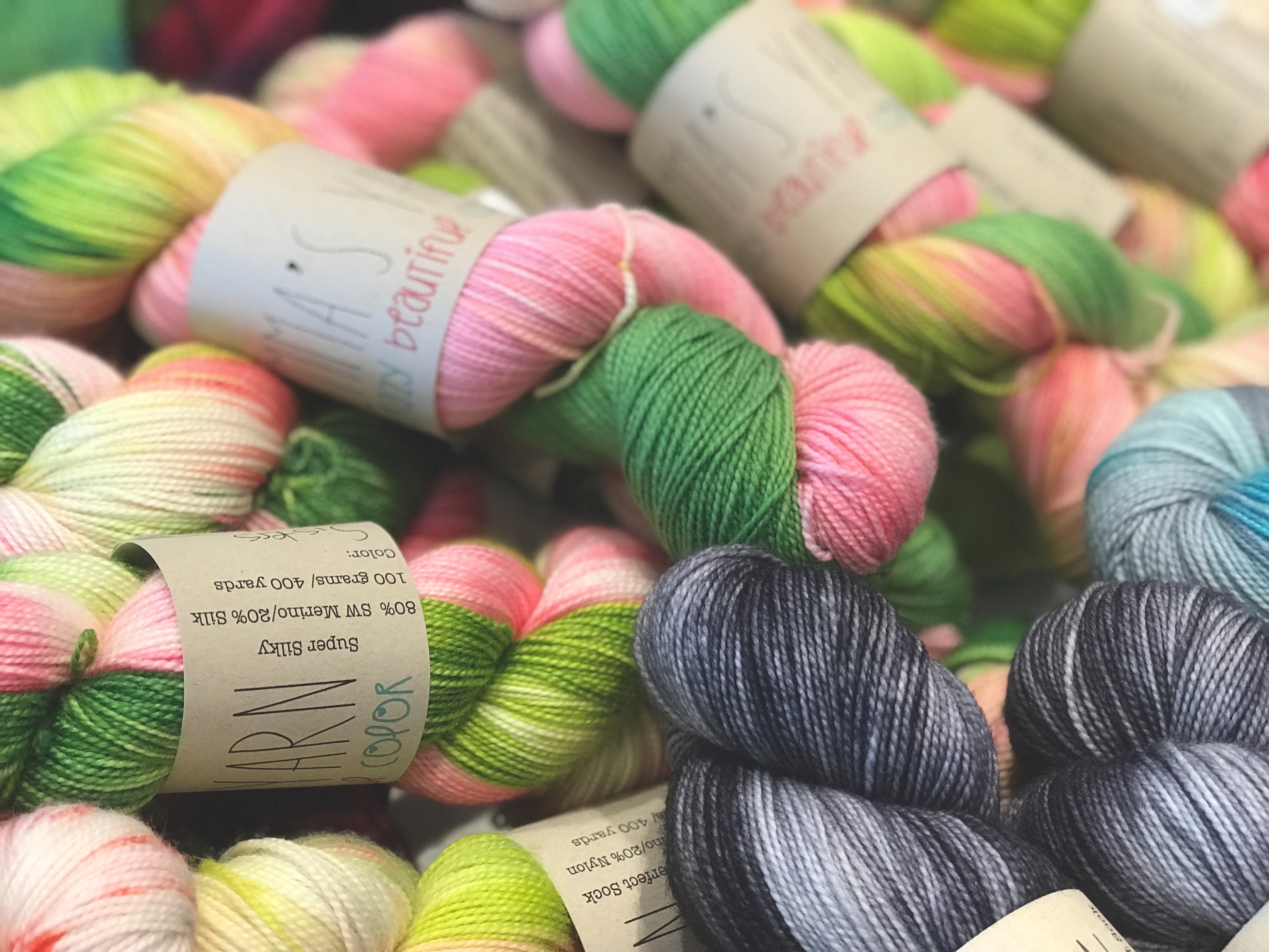 Assorted colors of threads photo