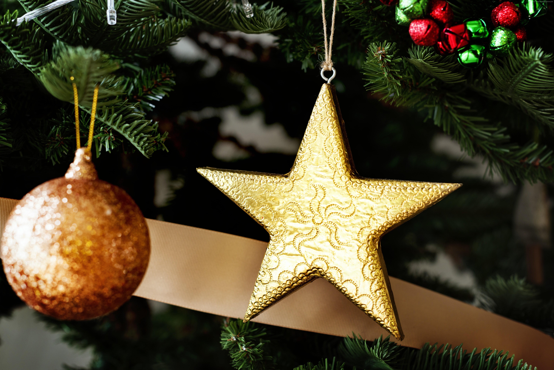 Gold star hanged on Christmas tree HD wallpaper | Wallpaper Flare