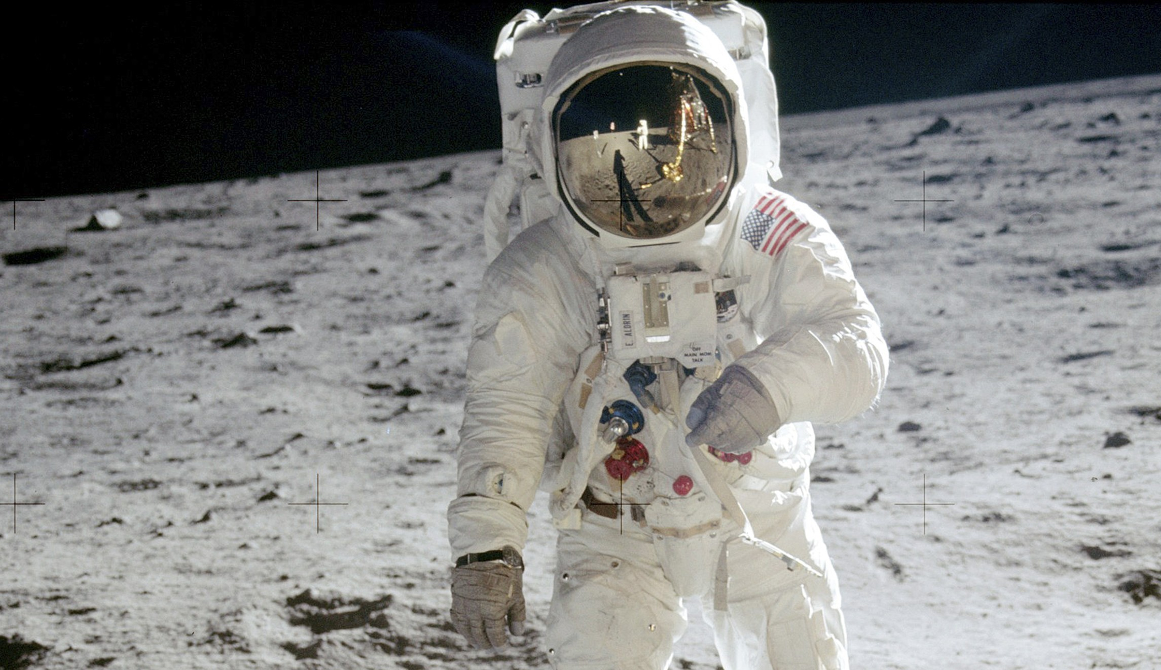 Trump to send US astronauts 'back to the moon'