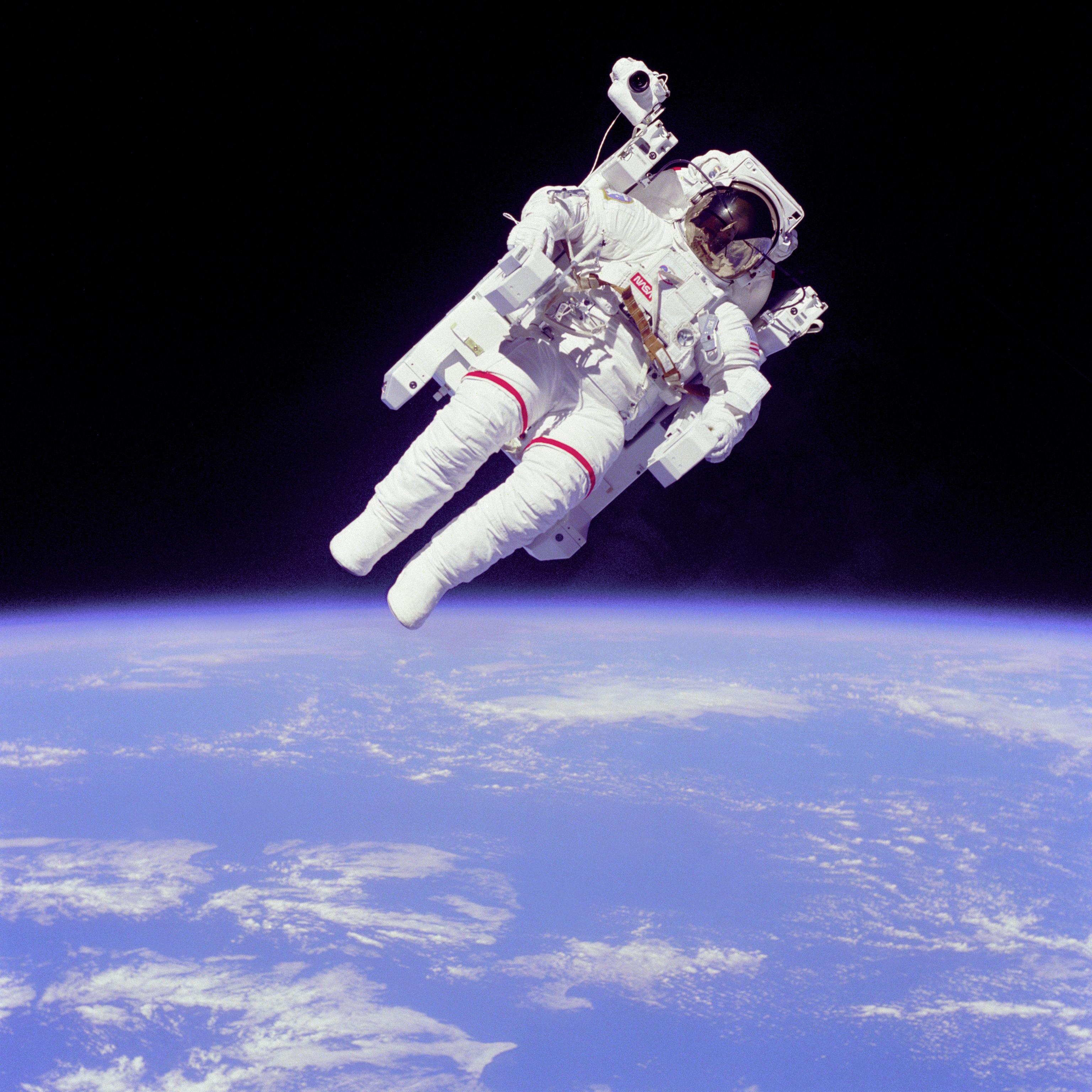 File:Astronaut-EVA.jpg - Wikipedia