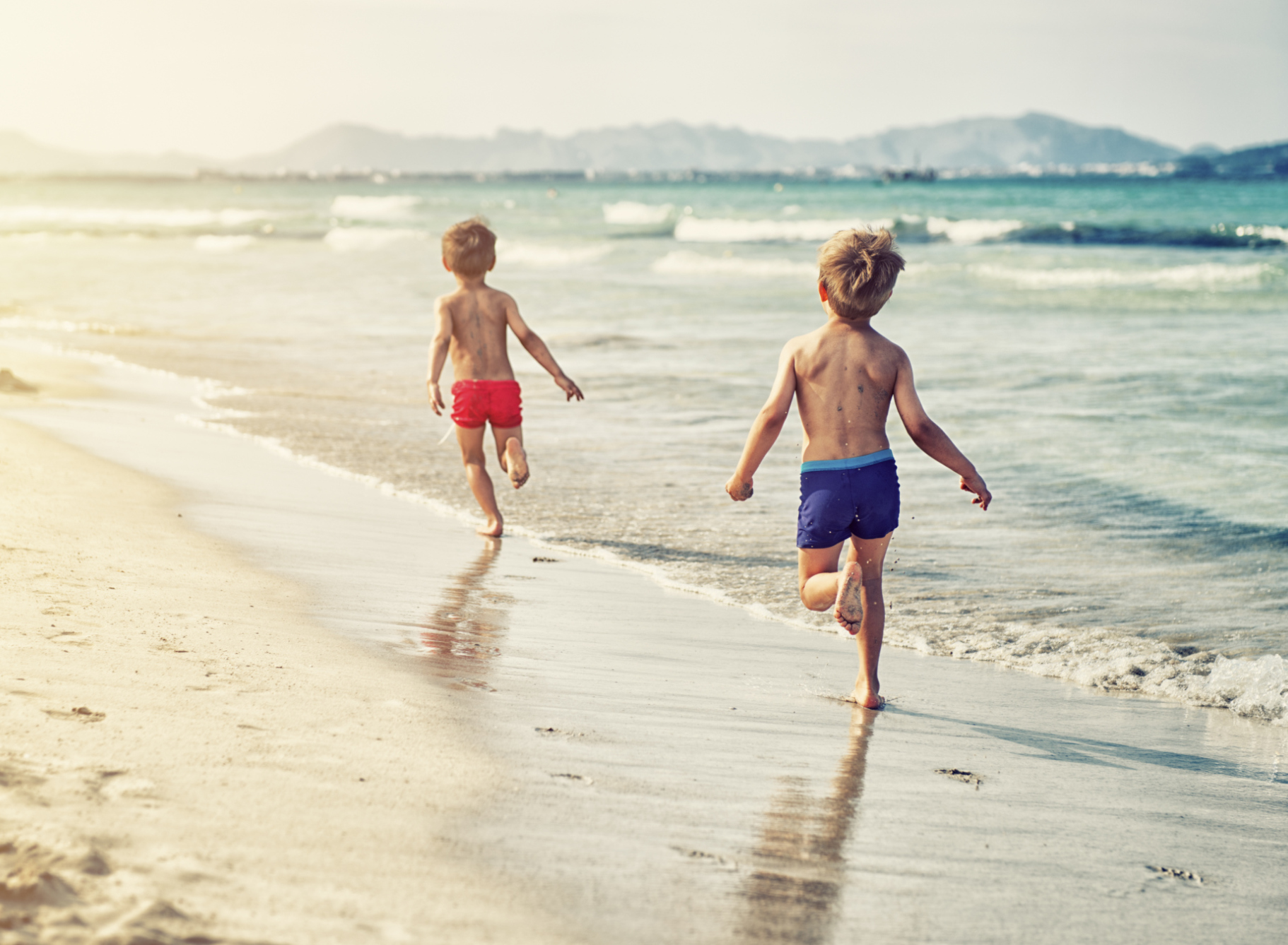 Parents arrested for letting kids play on the beach alone