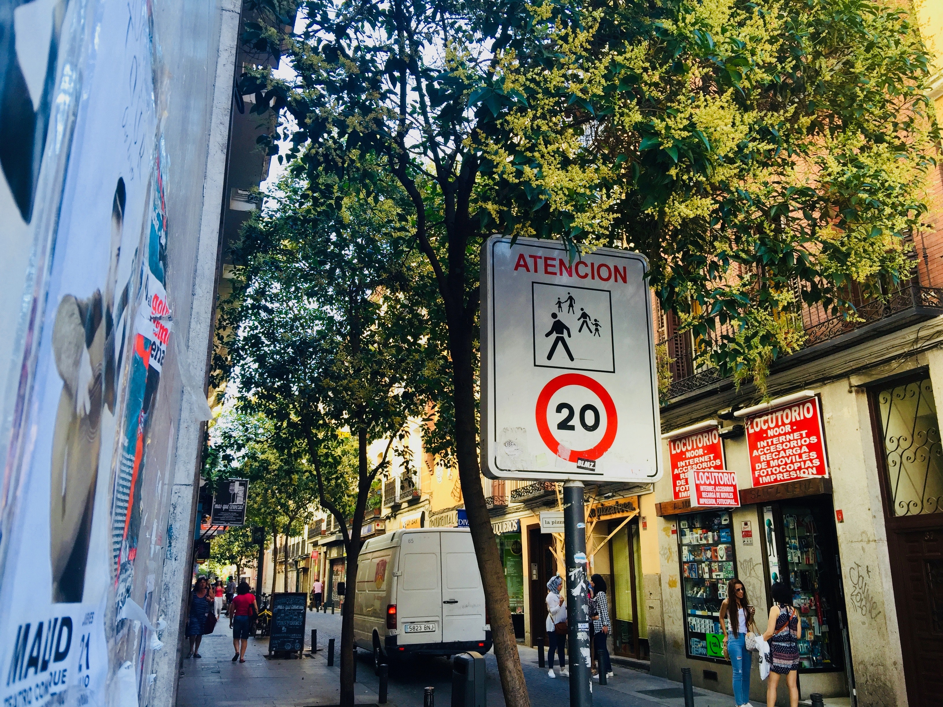 Atencion 20 Road Sign, Alley, Public, Urban, Transportation system, HQ Photo