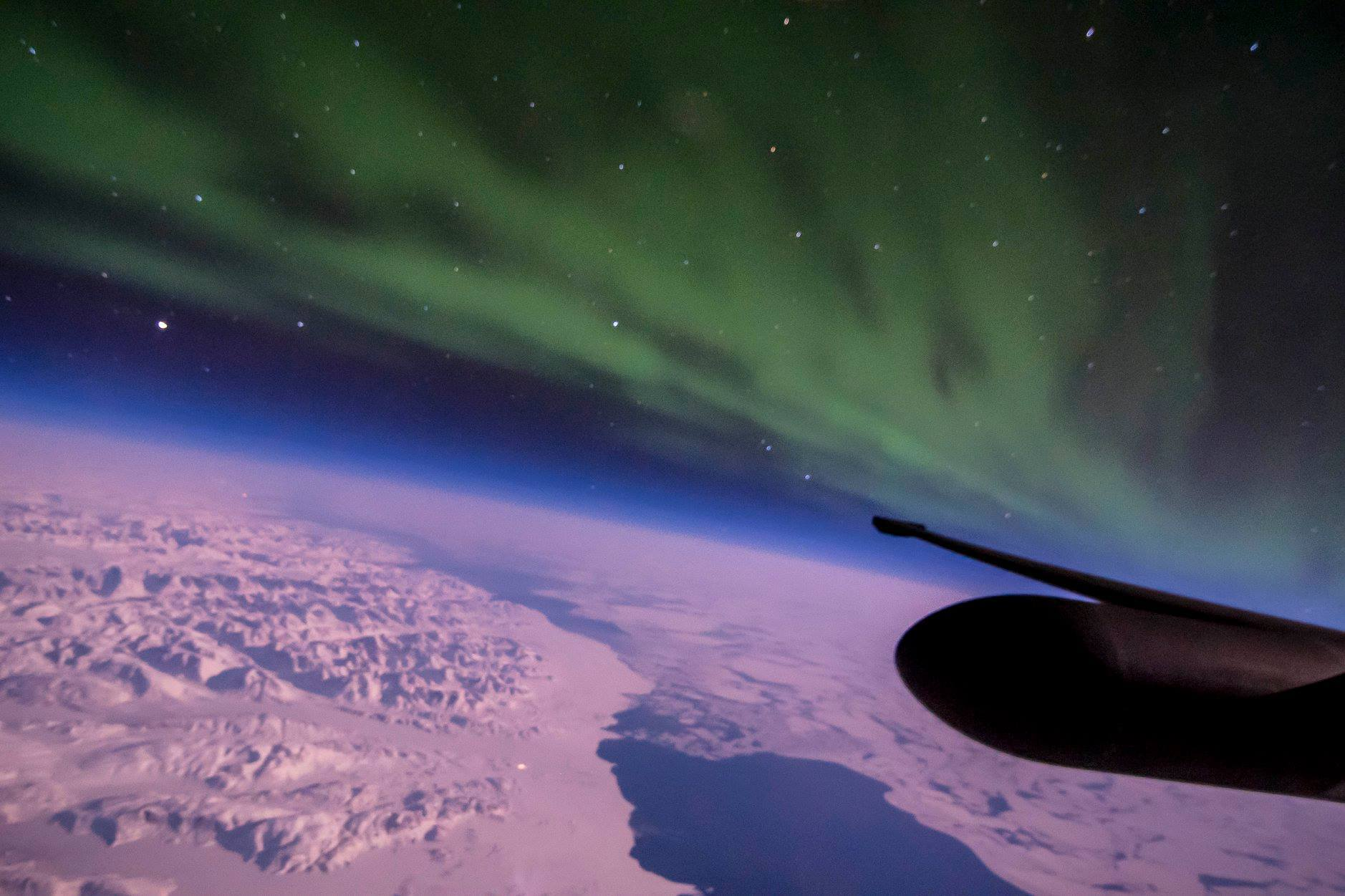 The Aviationist » This Is What The Northern Lights Look Like From ...