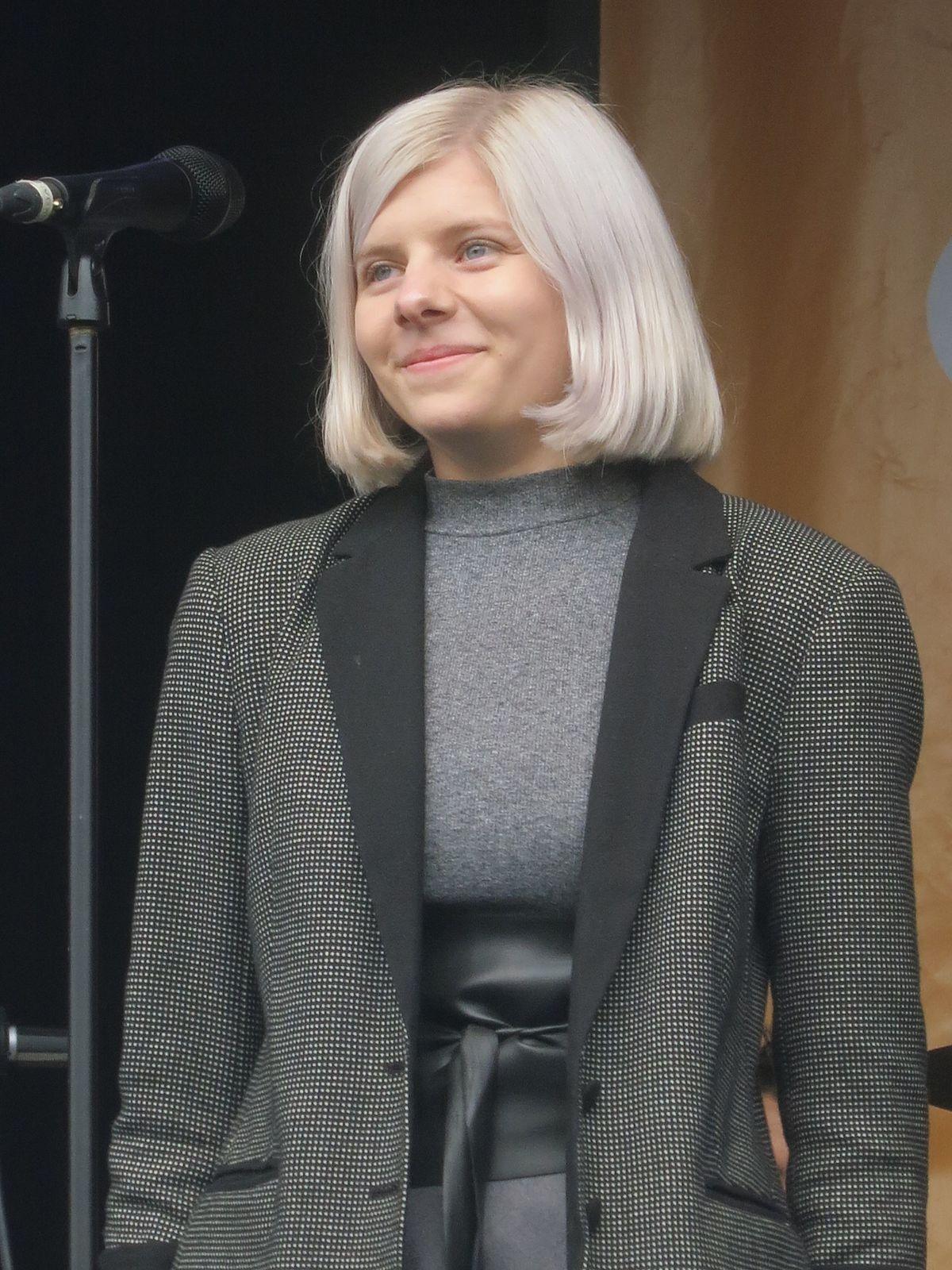 Aurora (singer) - Wikipedia