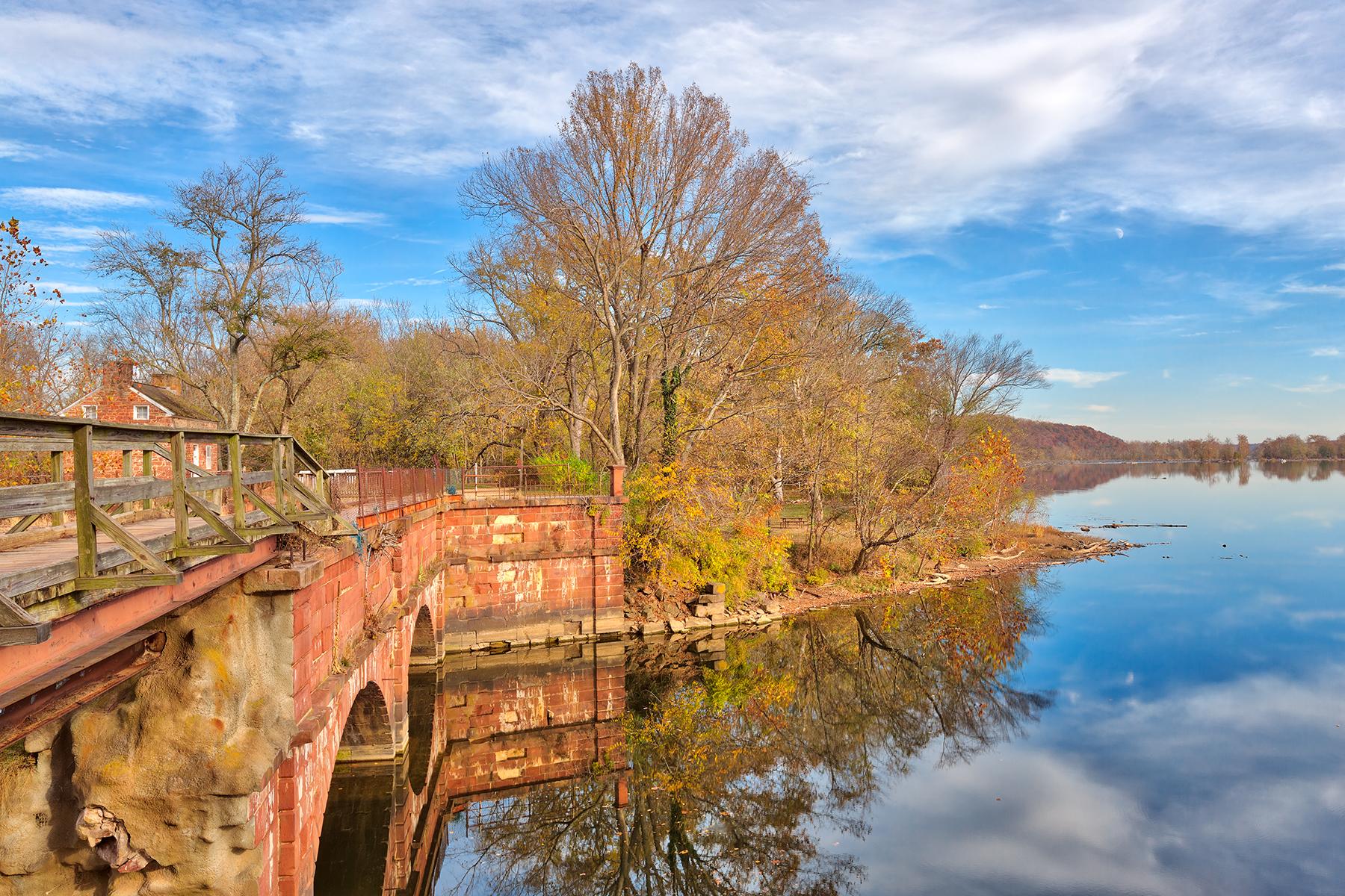 Autumn aqueduct decay - hdr photo