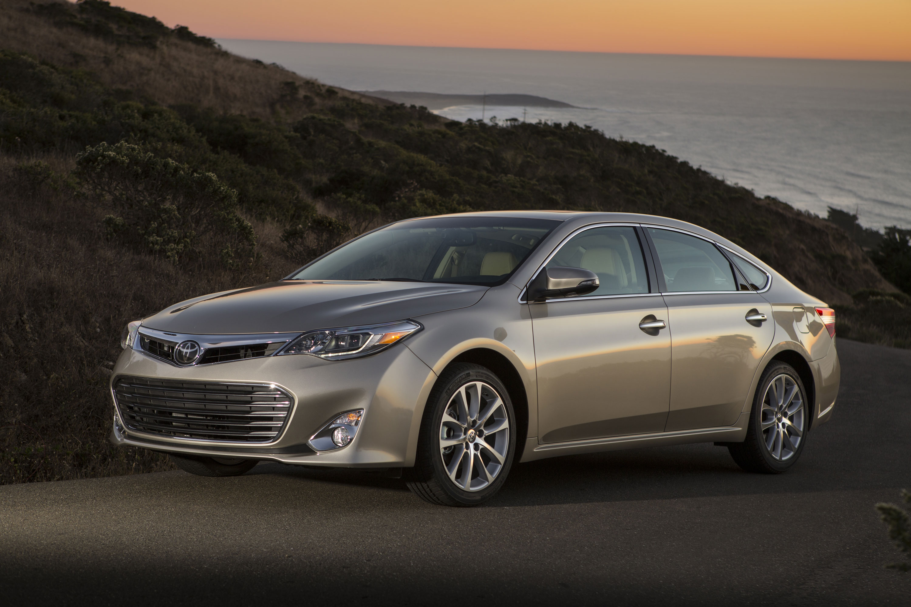 2014 Toyota Avalon Photos, Informations, Articles - BestCarMag.com
