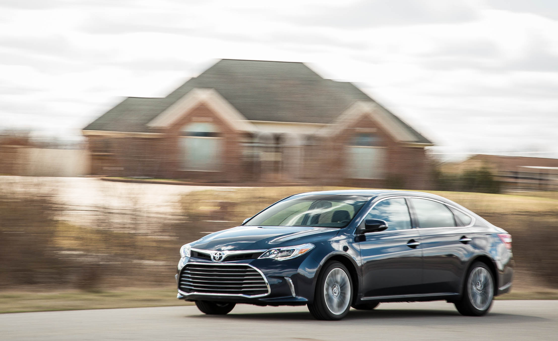 2019 Toyota Avalon Photos and Info | News | Car and Driver