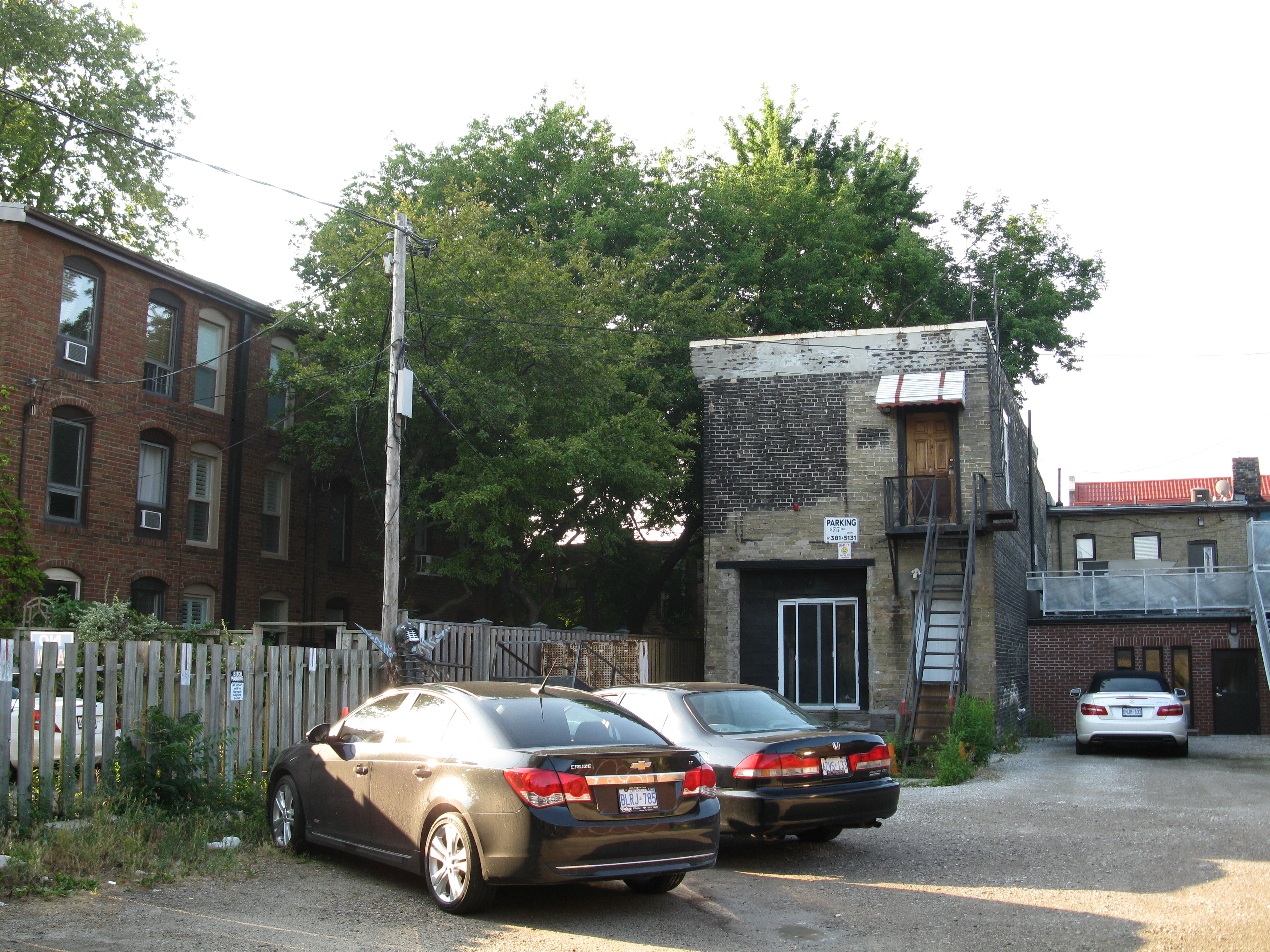 Backyards near Logan and Queen -- 2012 -07 23 -u.jpg, Architecture, Building, Car, Outdoor, HQ Photo