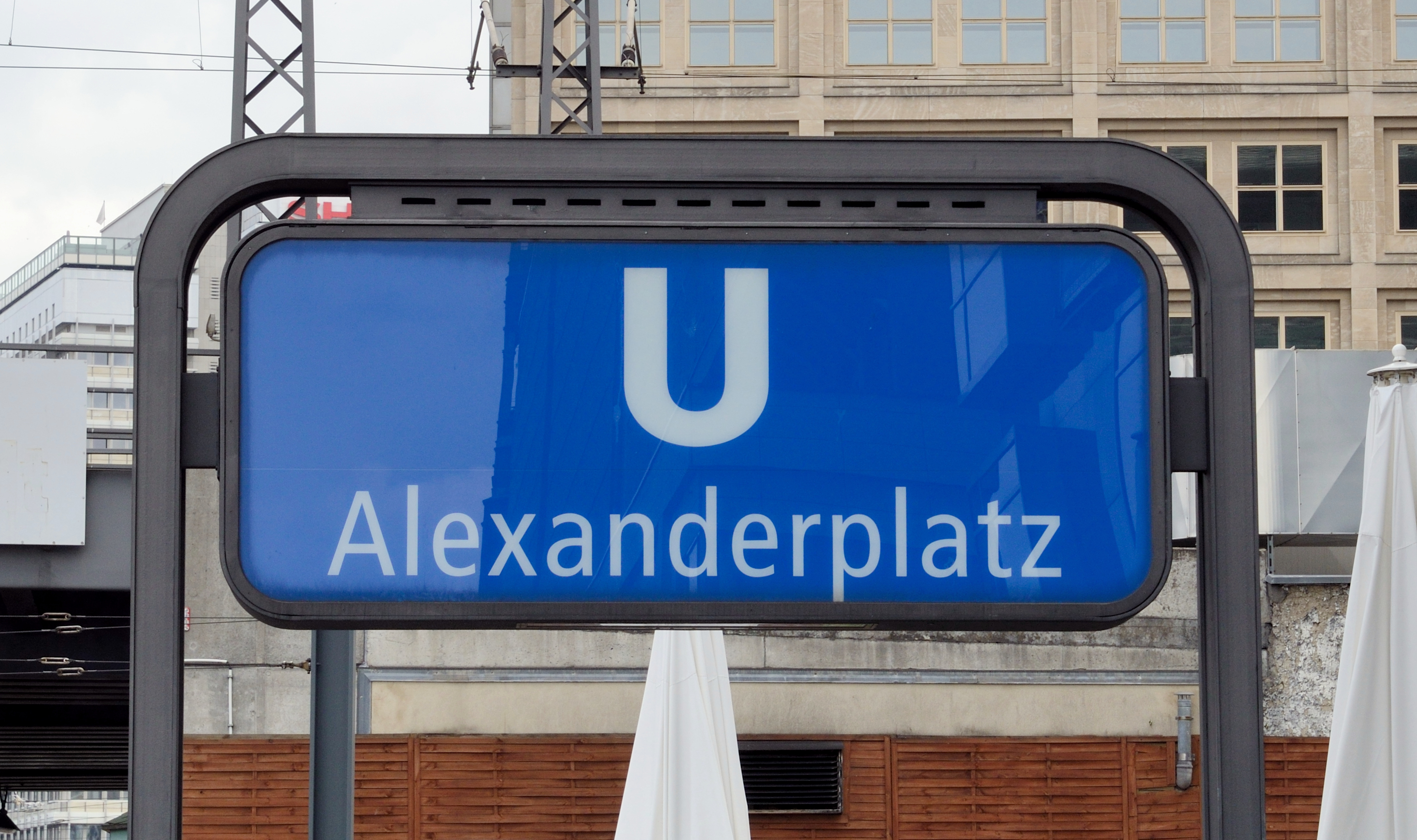 File:Berlin - Bahnhof Alexanderplatz2.jpg - Wikimedia Commons