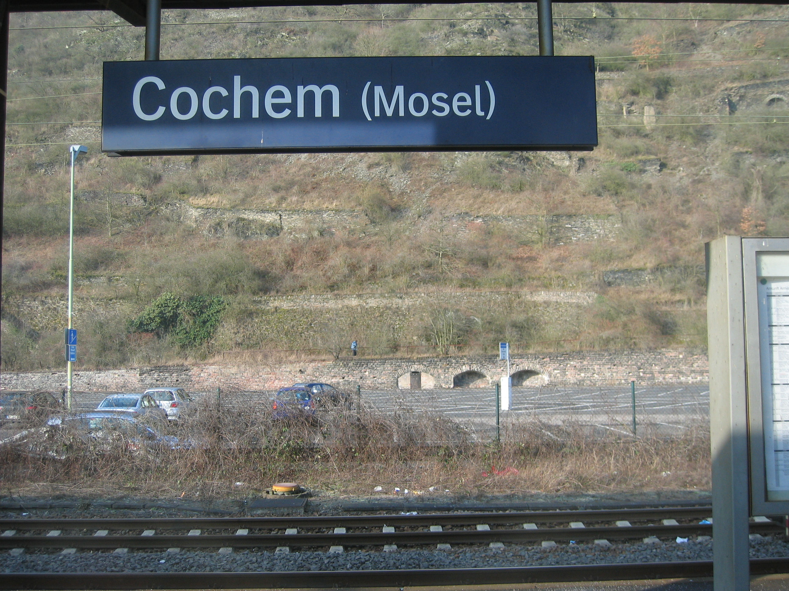 File:Bahnhof Cochem sign.jpg - Wikimedia Commons