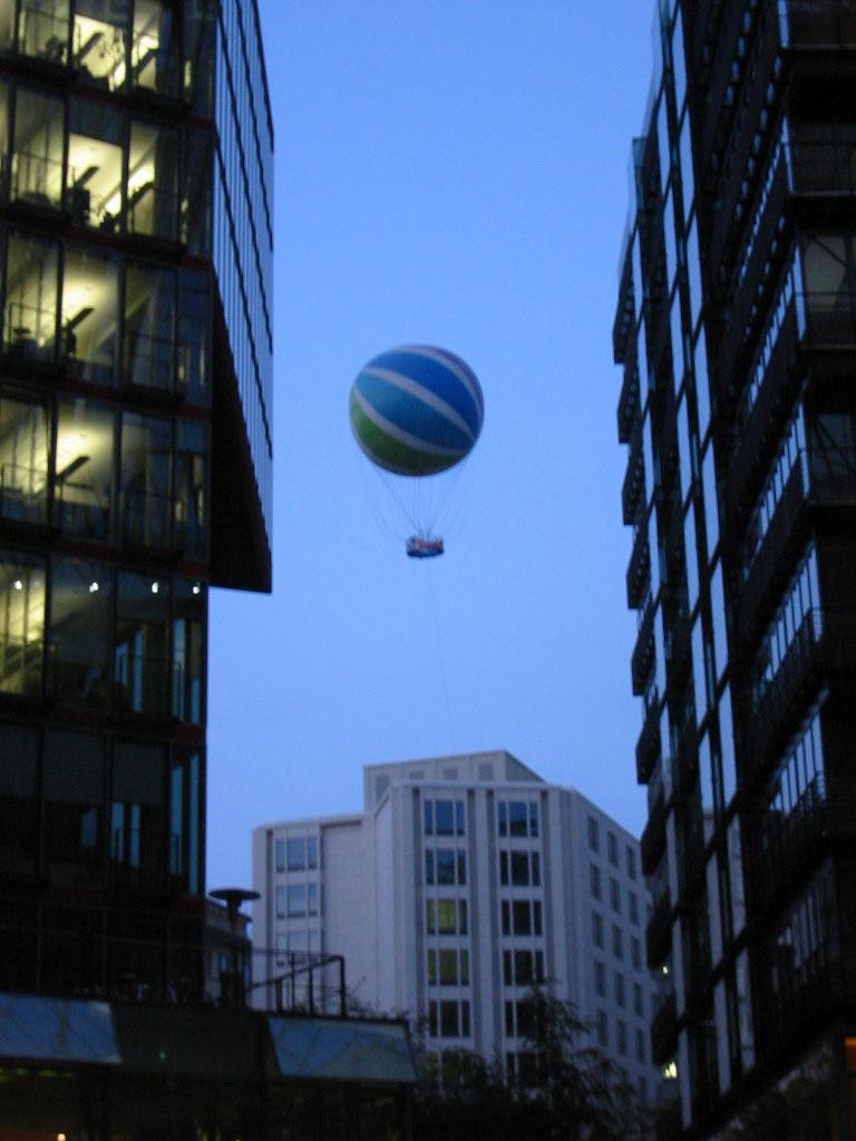 Ballon over the city, Ballon, Buildings, City, Evening, HQ Photo