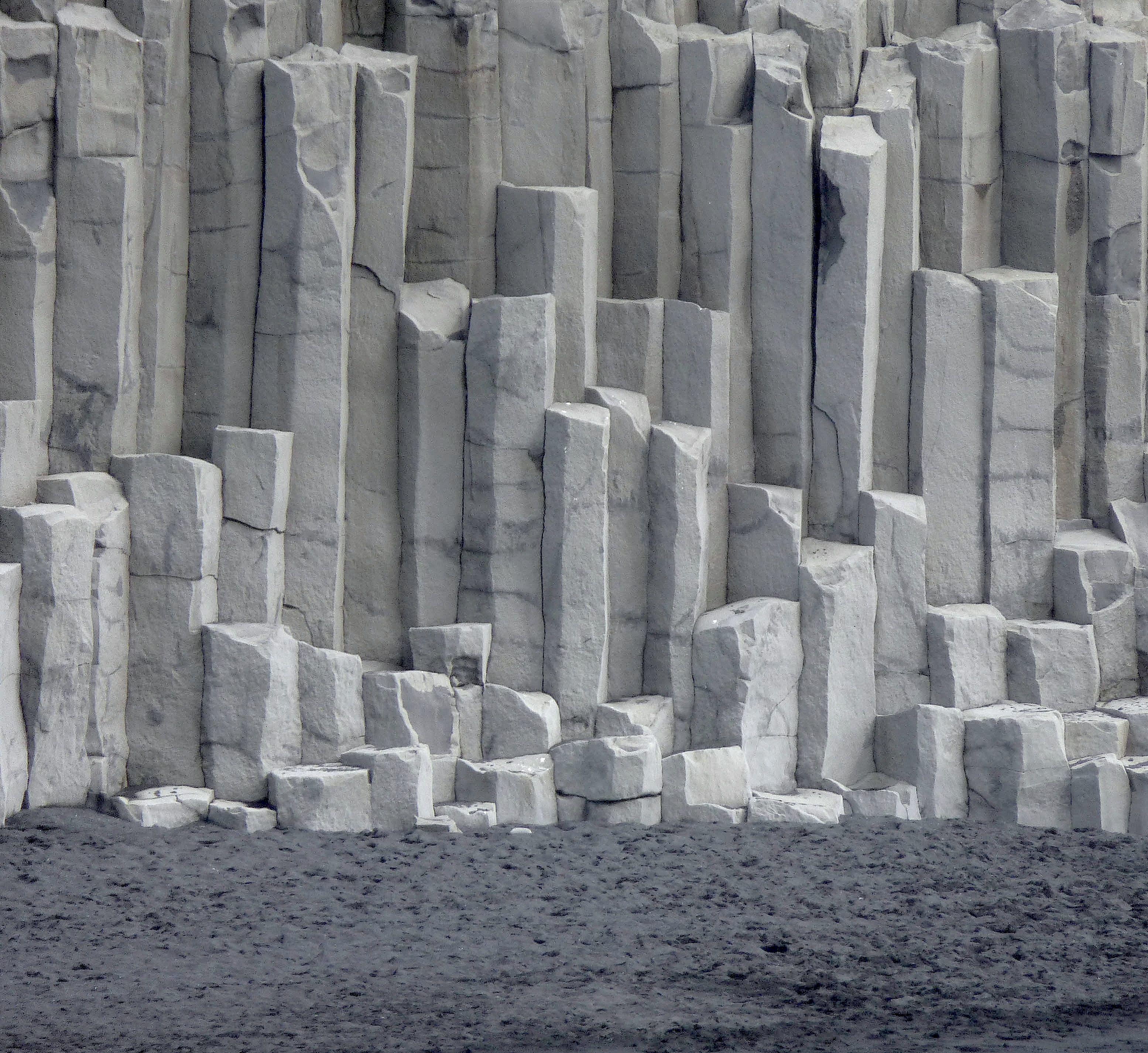 The basalt rock columns at Vík in Mýrdal, South Iceland. | Ocean ...