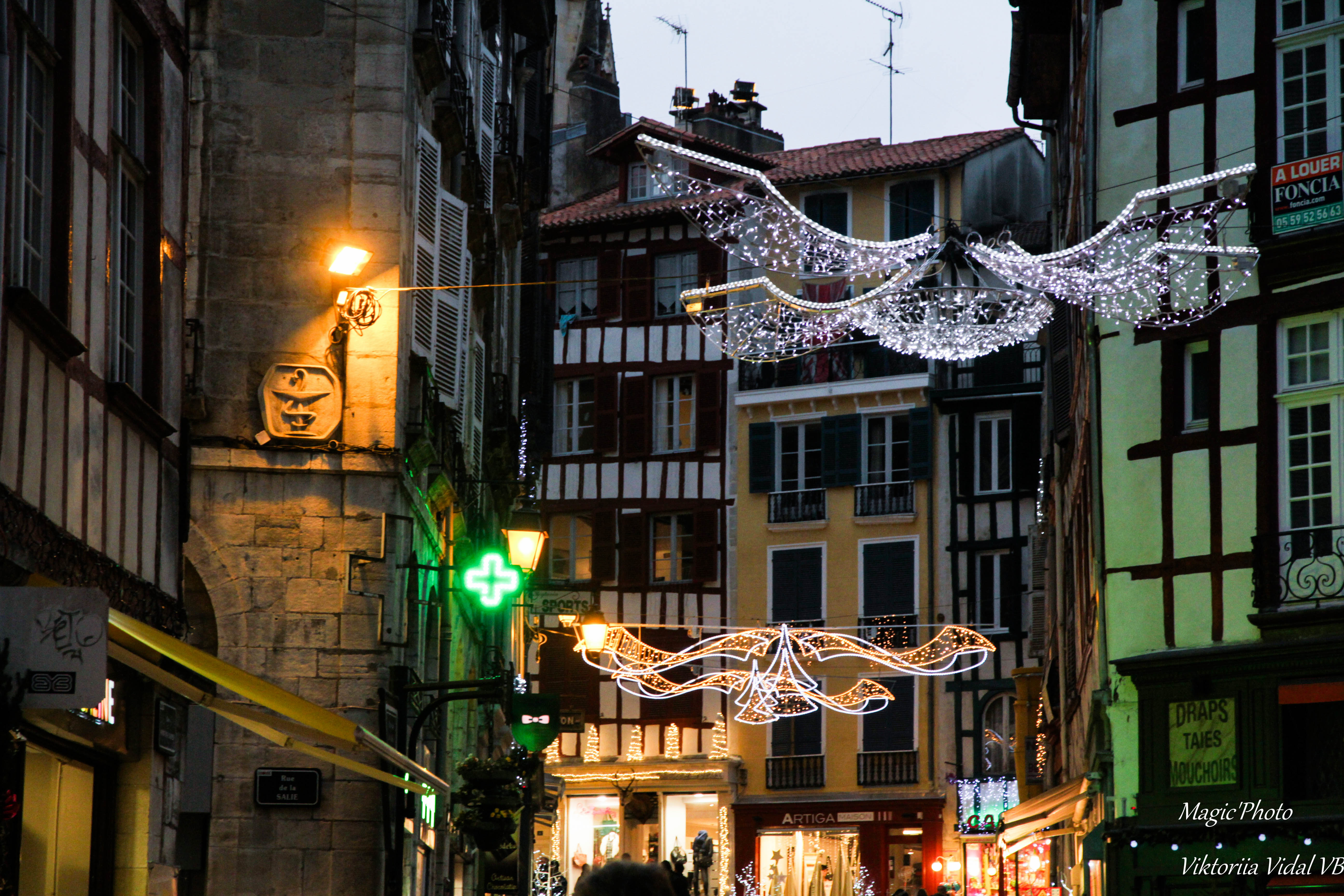 Bayonne - rues de Noel, Architecture, Building, Outdoor, People, HQ Photo