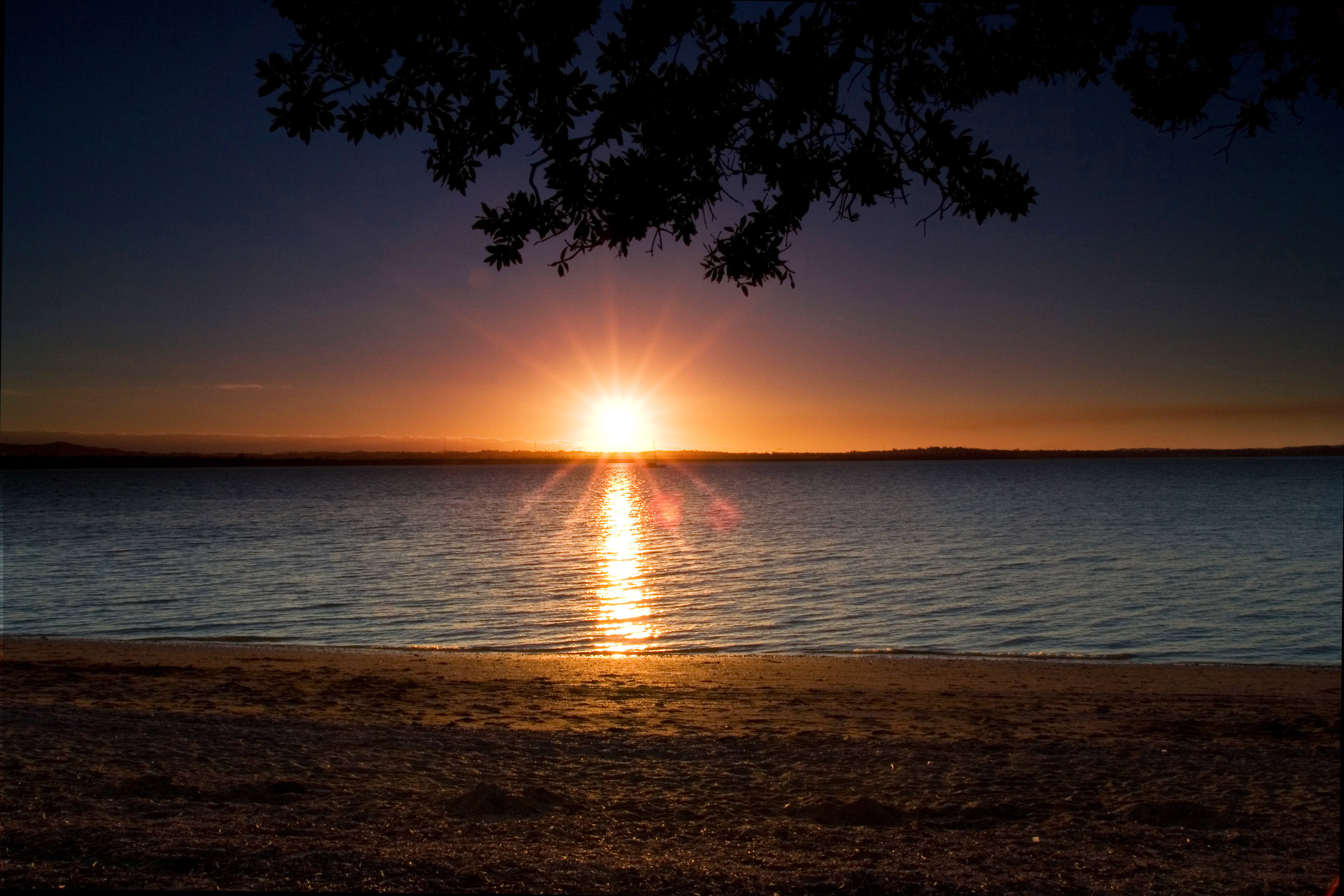 File:Beach Sunset at Point Chevalier Beach - Auckland.jpg ...