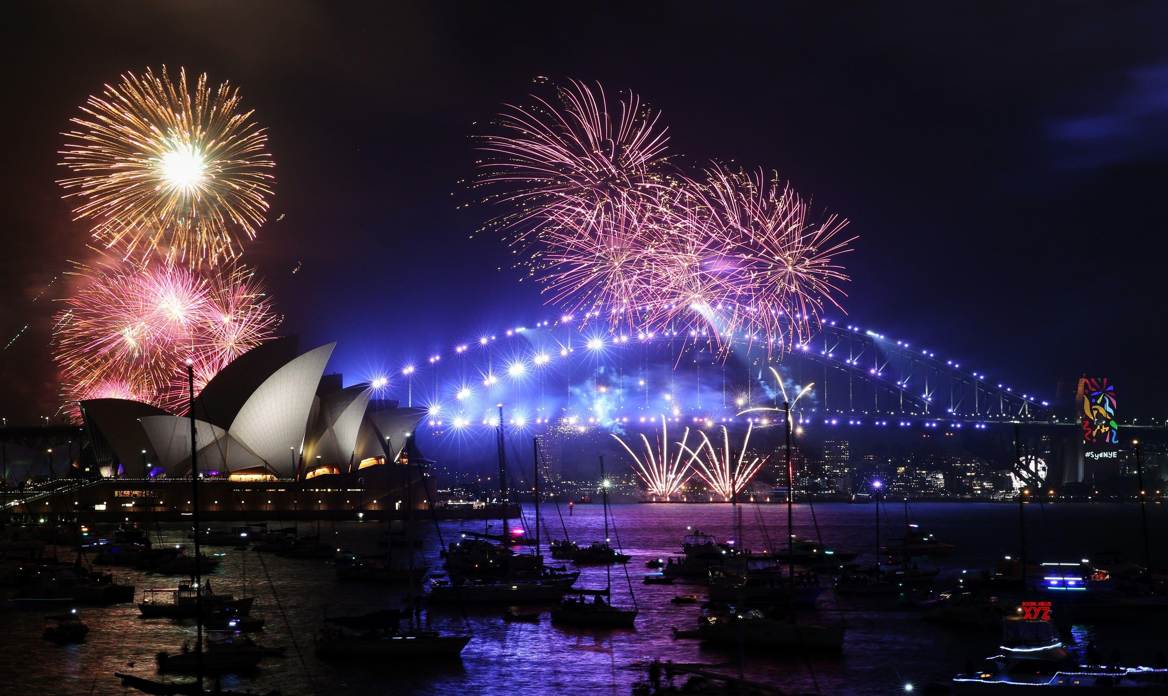 Thousands flee fireworks explosion on Australia beach - Social News XYZ