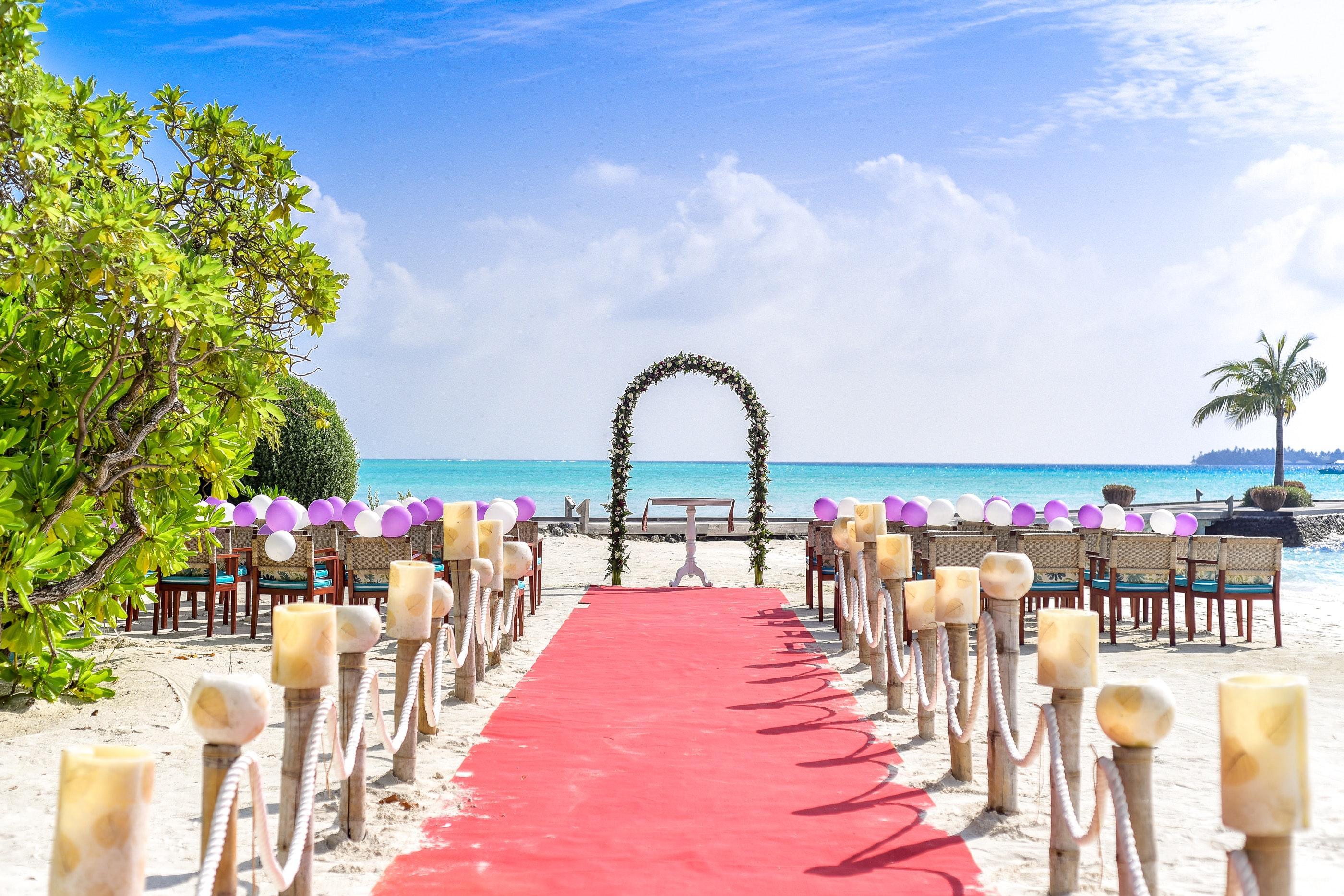 Beach Wedding Event Under White Clouds and Clear Sky during Daytime, Balloons, Sand, Wedding arch, Wedding, HQ Photo