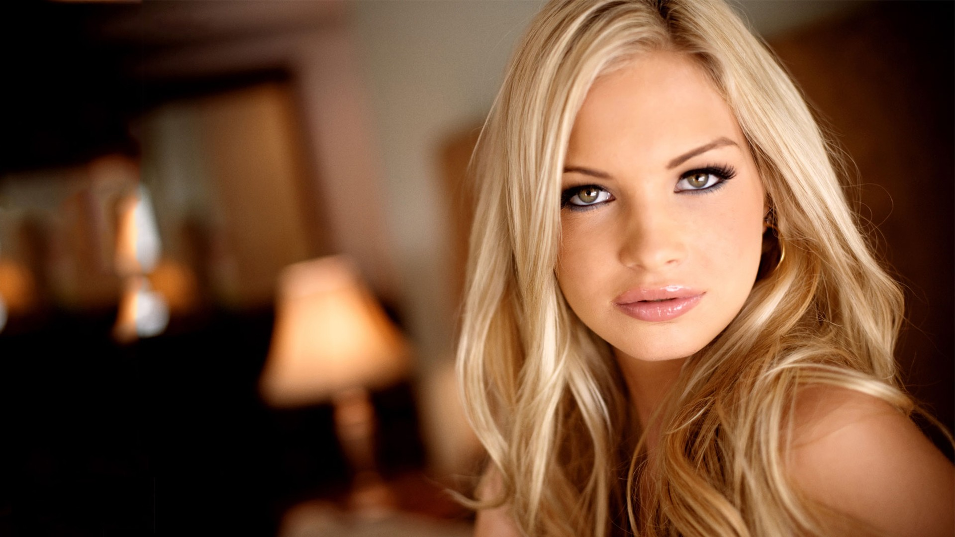 Beautiful Women Pictures and Wallpapers