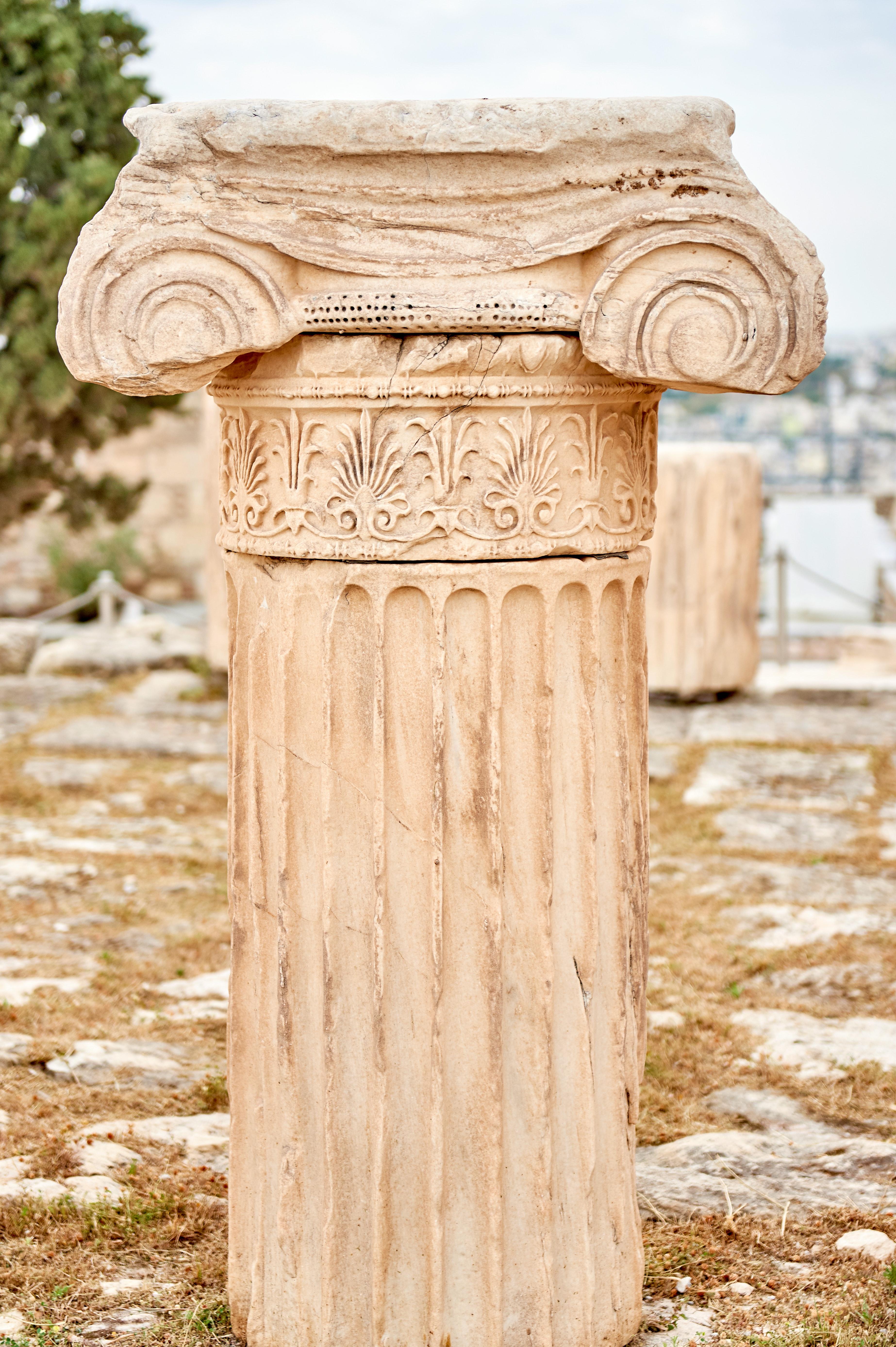 Beige concrete pillar photo