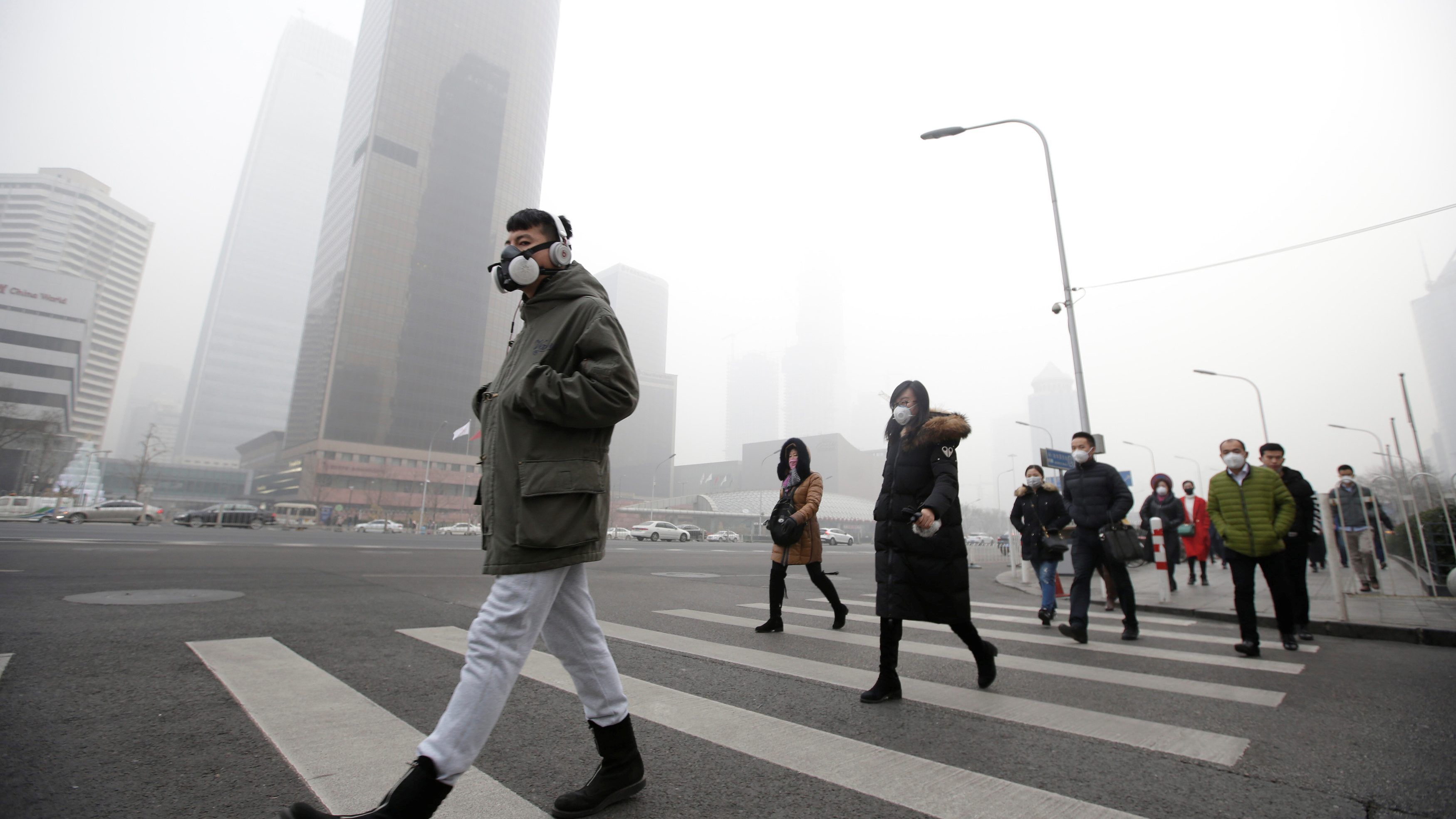 Beijing lifts its red alert pollution warning after a week of red ...